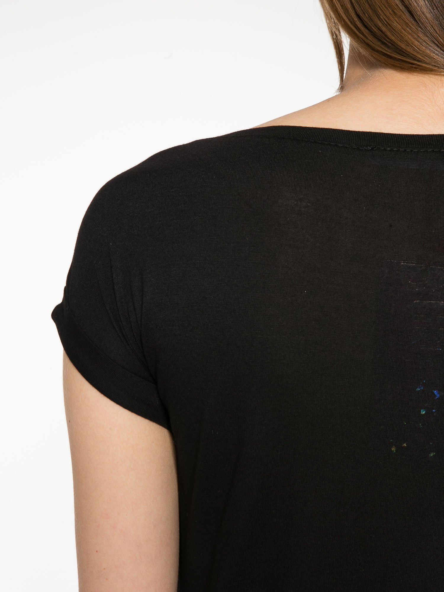 Szaro-czarny t-shirt  z nadrukiem piórek                                  zdj.                                  10