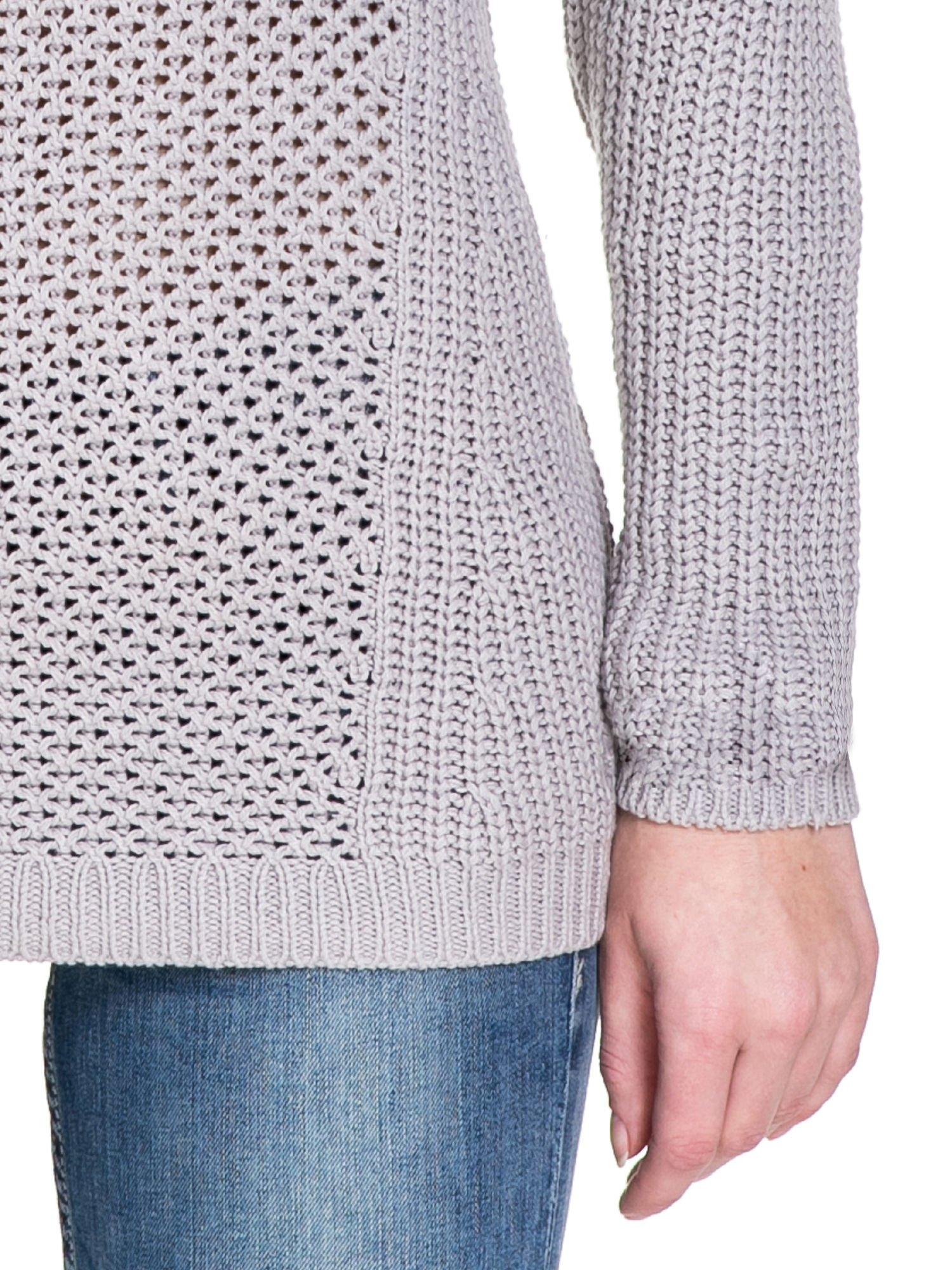 Szary ciepły sweter z golfowym kołnierzem                                  zdj.                                  6