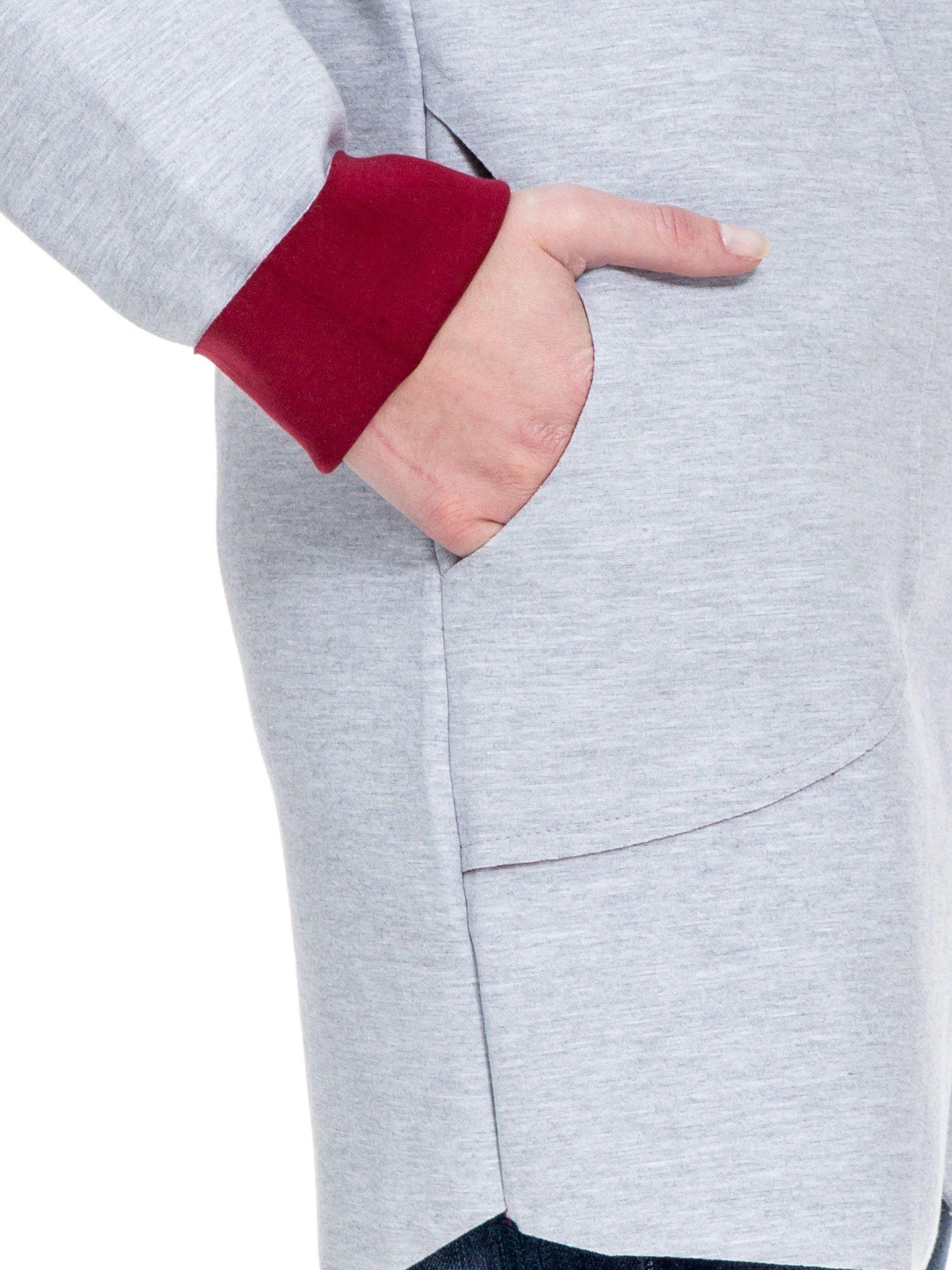 Szary dresowy płaszcz oversize z bordową podszewką                                  zdj.                                  6