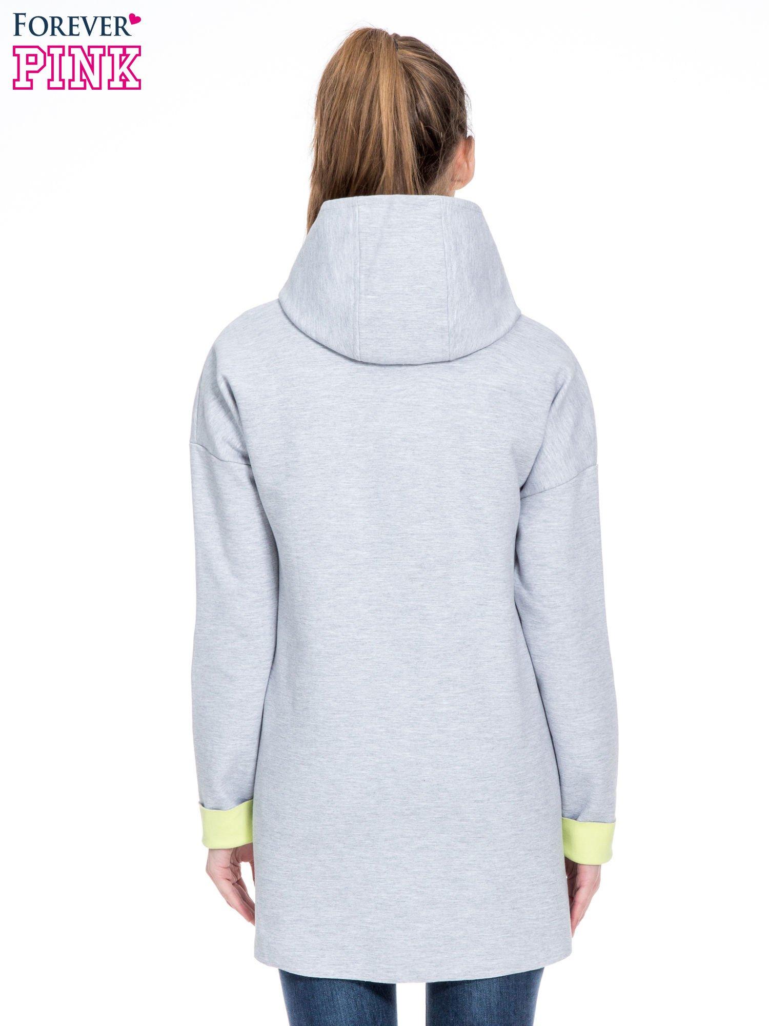 Szary dresowy płaszcz oversize z zieloną podszewką                                  zdj.                                  4