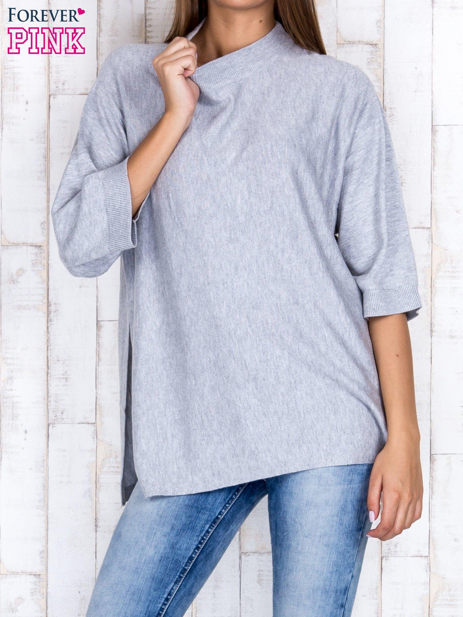 Szary luźny sweter oversize z bocznymi rozcięciami                                  zdj.                                  1