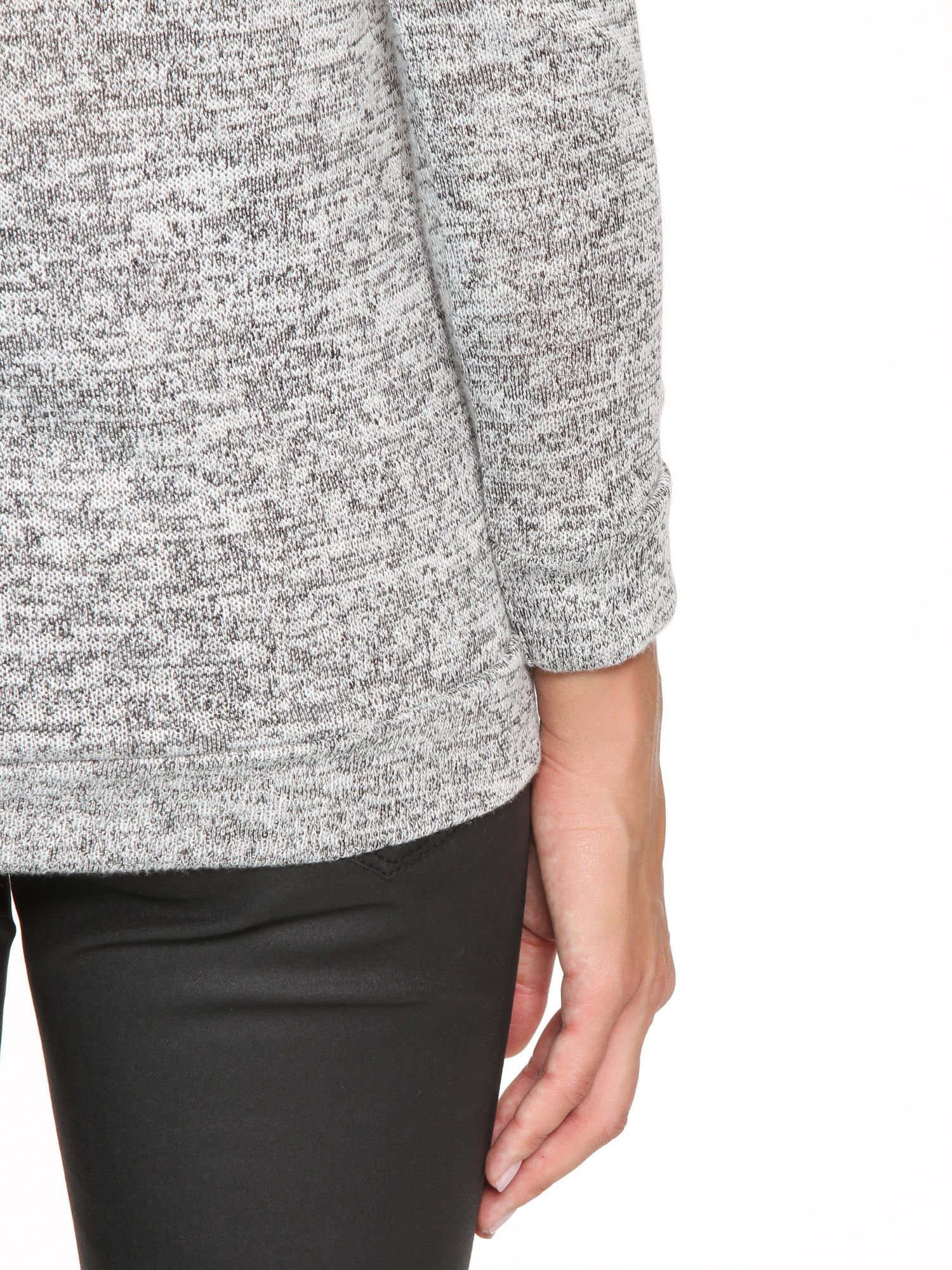 Szary melanżowy sweter z kontrastowymi wstawkami przy dekolcie                                  zdj.                                  9