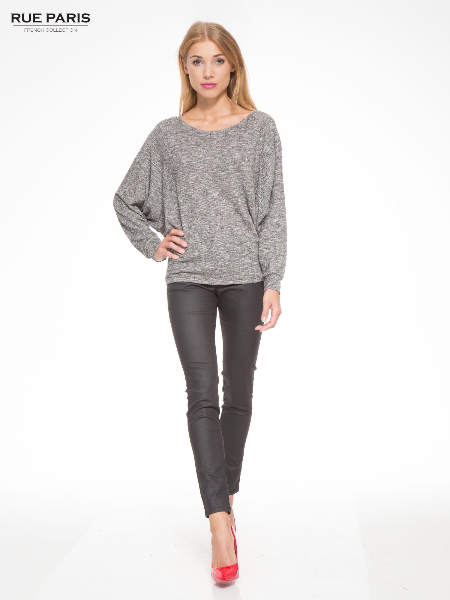 Szary melanżowy sweter z nietoperzowymi rękawami                                  zdj.                                  2