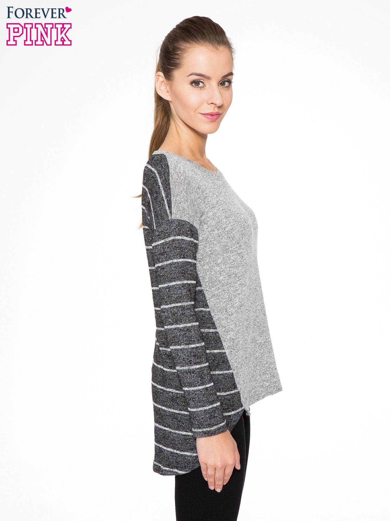 Szary melanżowy sweter z pasiastym tyłem i rękawami                                  zdj.                                  3