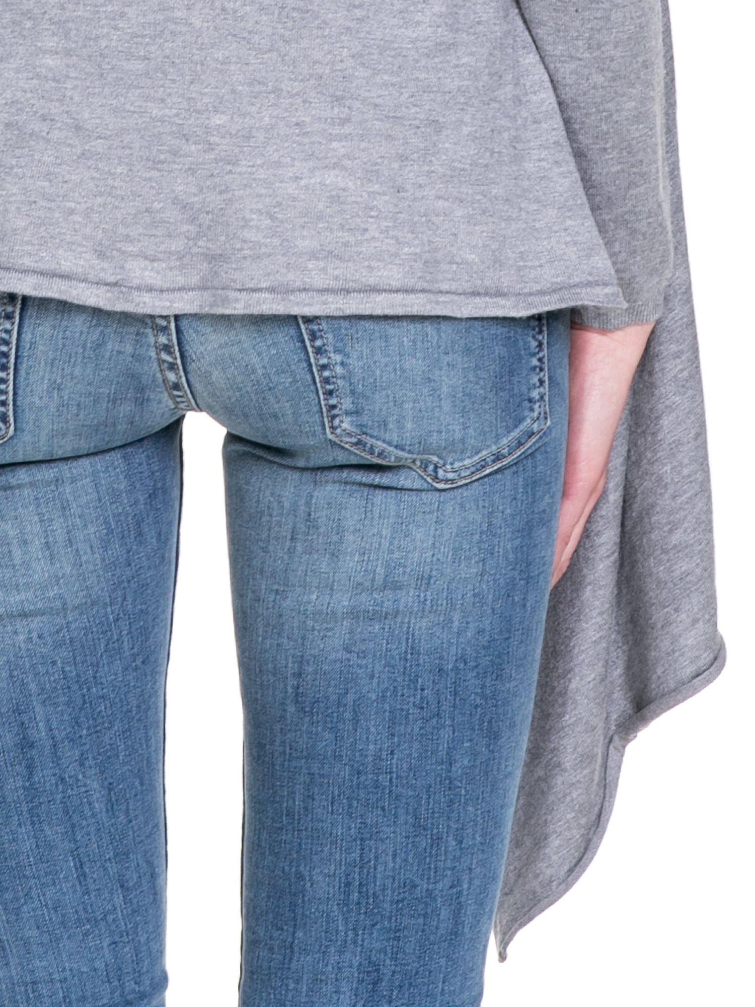Szary sweter narzutka z kaskadowymi bokami                                  zdj.                                  8