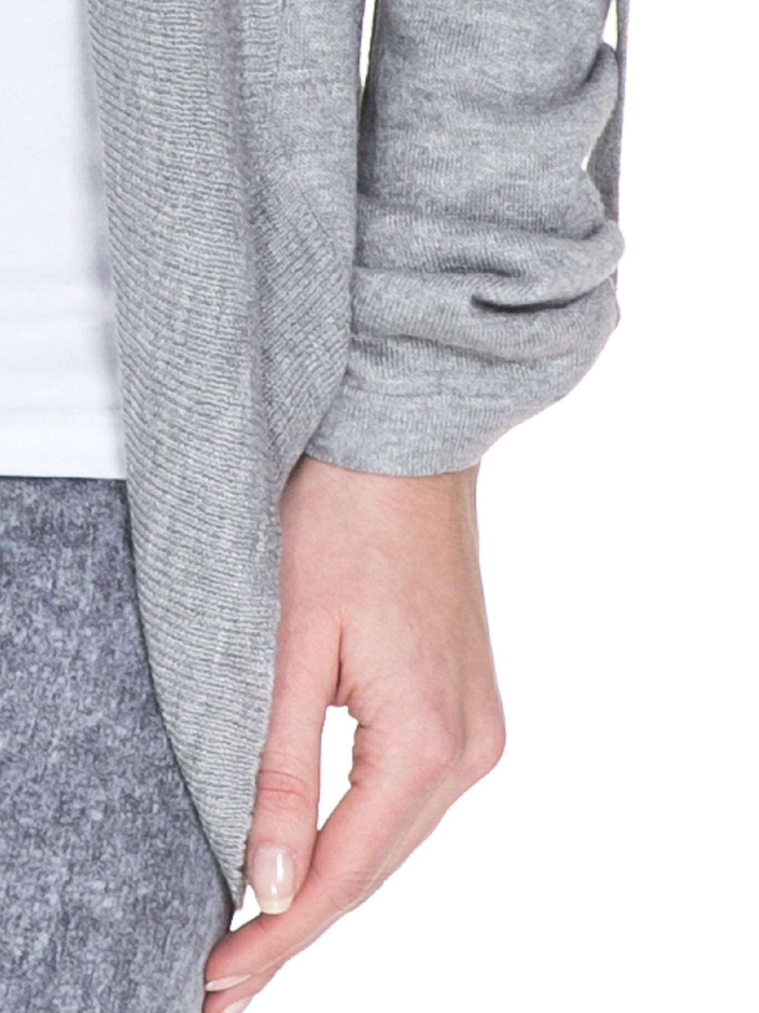 Szary sweter narzutka z wywijanymi rękawami                                  zdj.                                  6