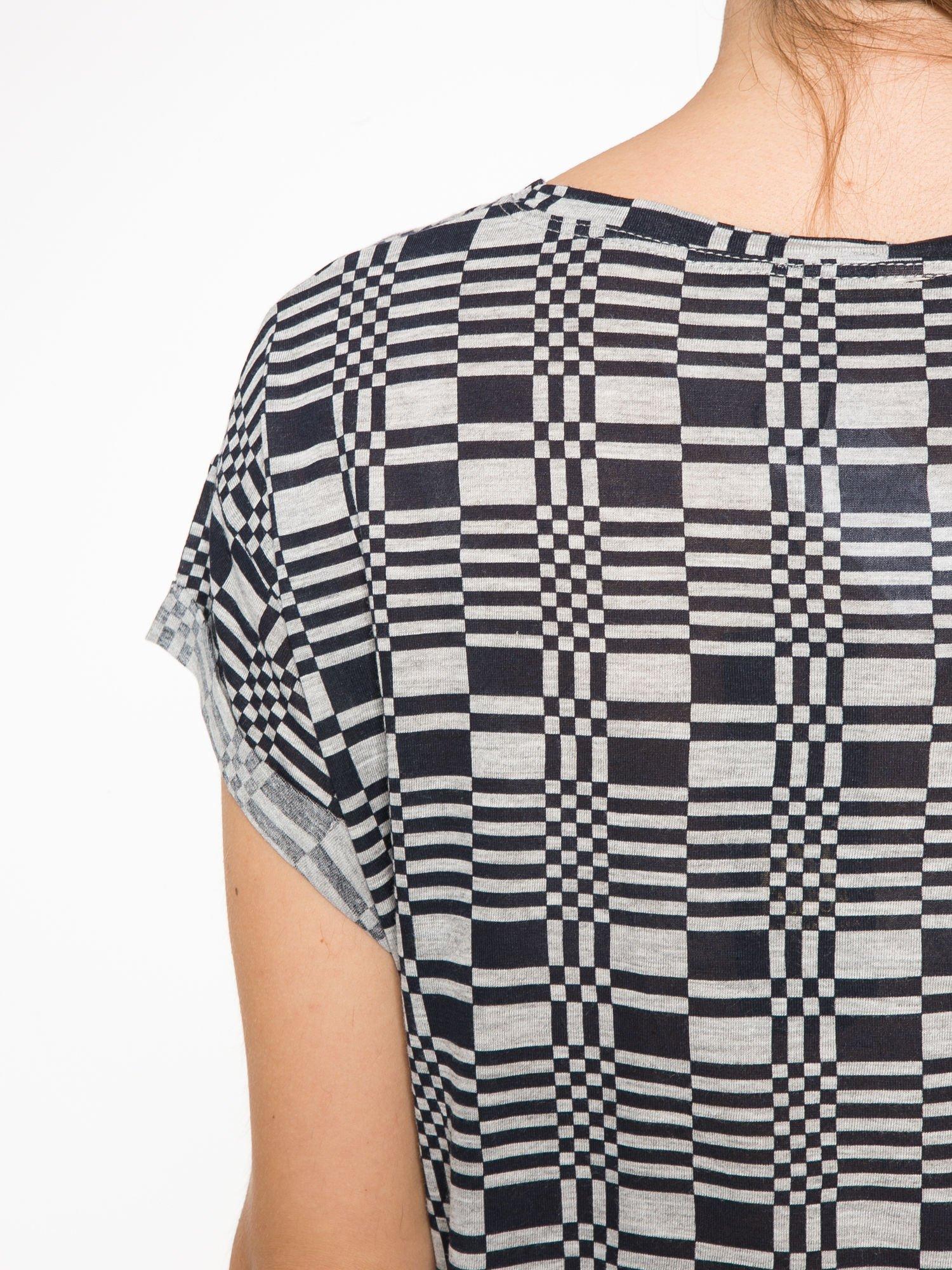 Szary t-shirt z geometrycznym nadrukiem                                  zdj.                                  10