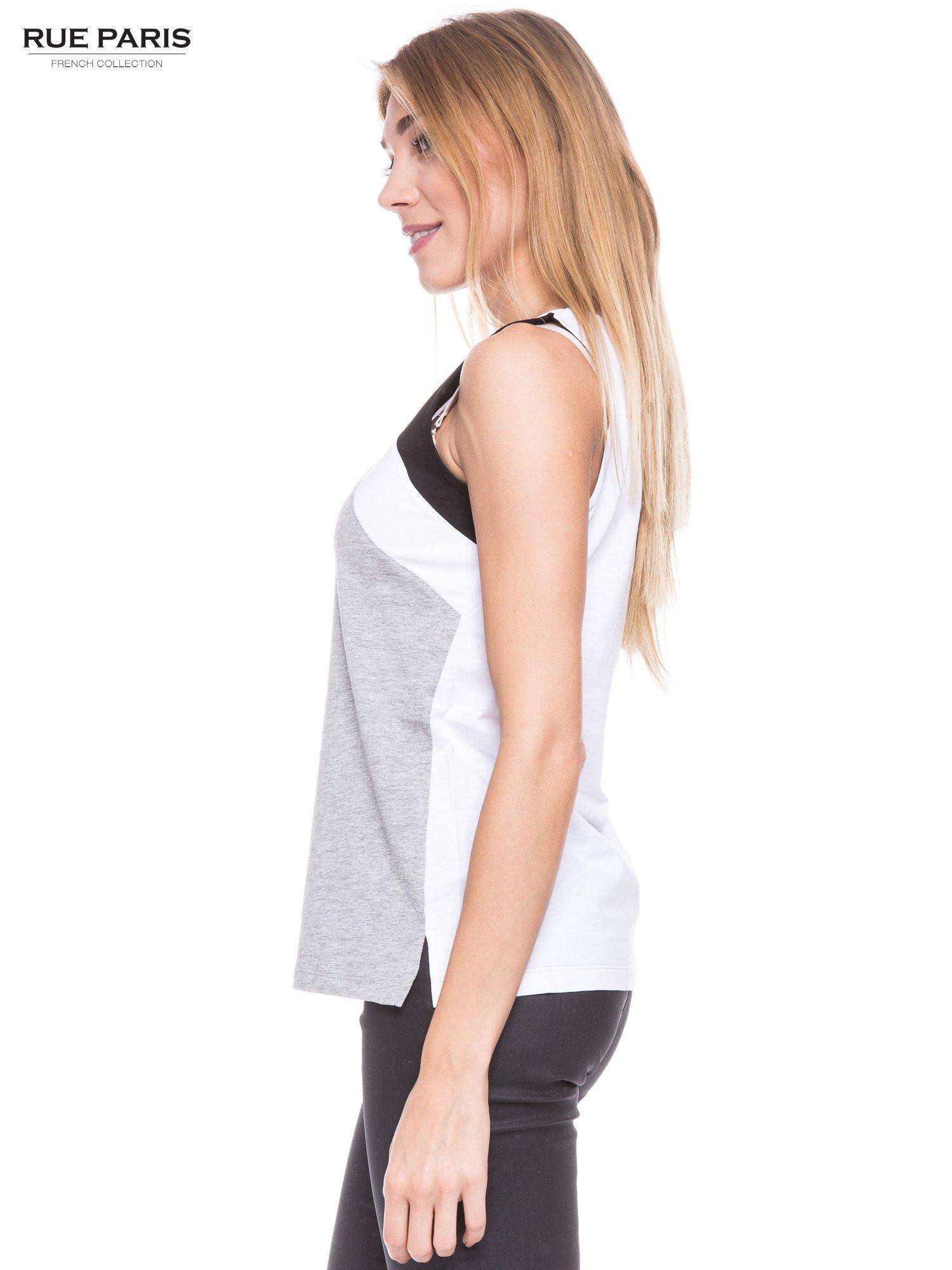 Szary t-shirt z geometrycznymi wstawkami na ramionach                                  zdj.                                  2