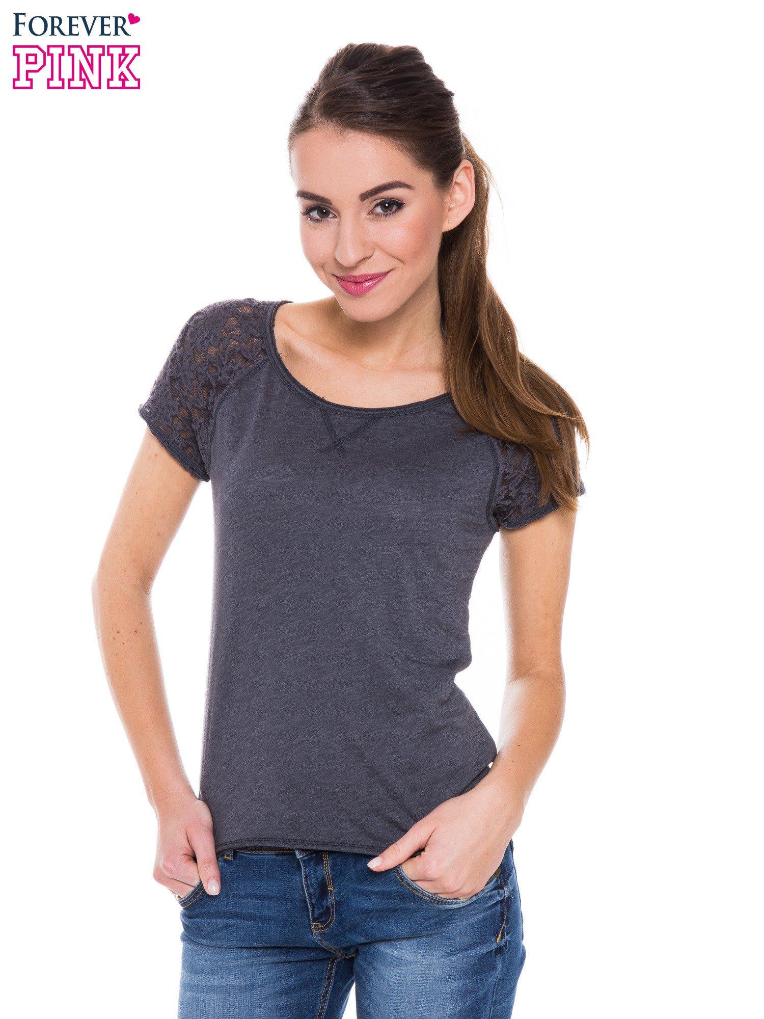 Szary t-shirt z koronkowymi plecami i rękawkami                                  zdj.                                  1