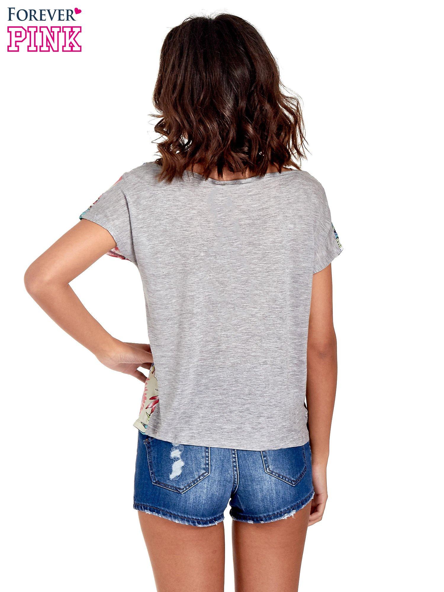 Szary t-shirt z nadrukiem floral print                                  zdj.                                  4