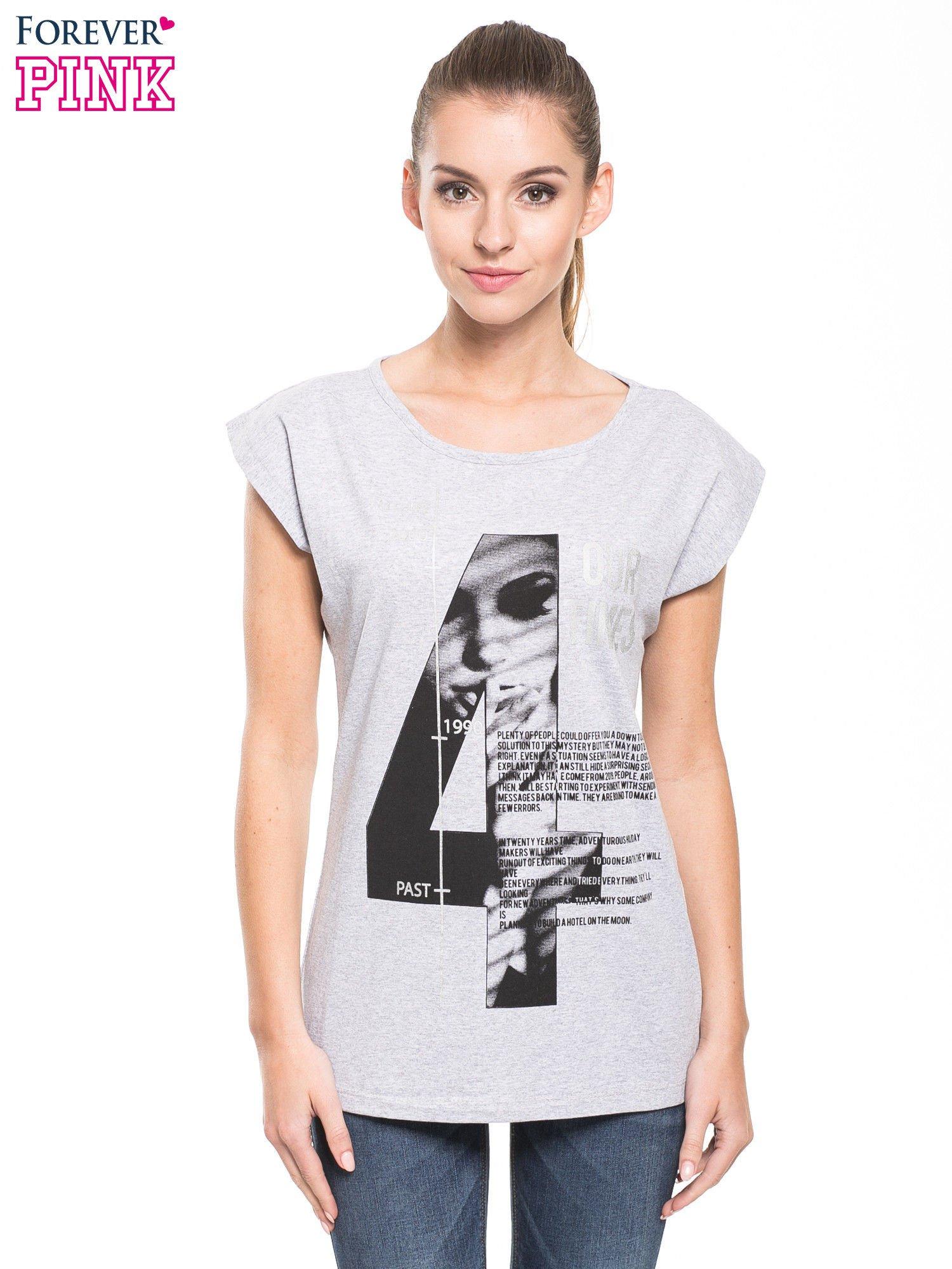 Szary t-shirt z nadrukiem numerycznym                                  zdj.                                  1