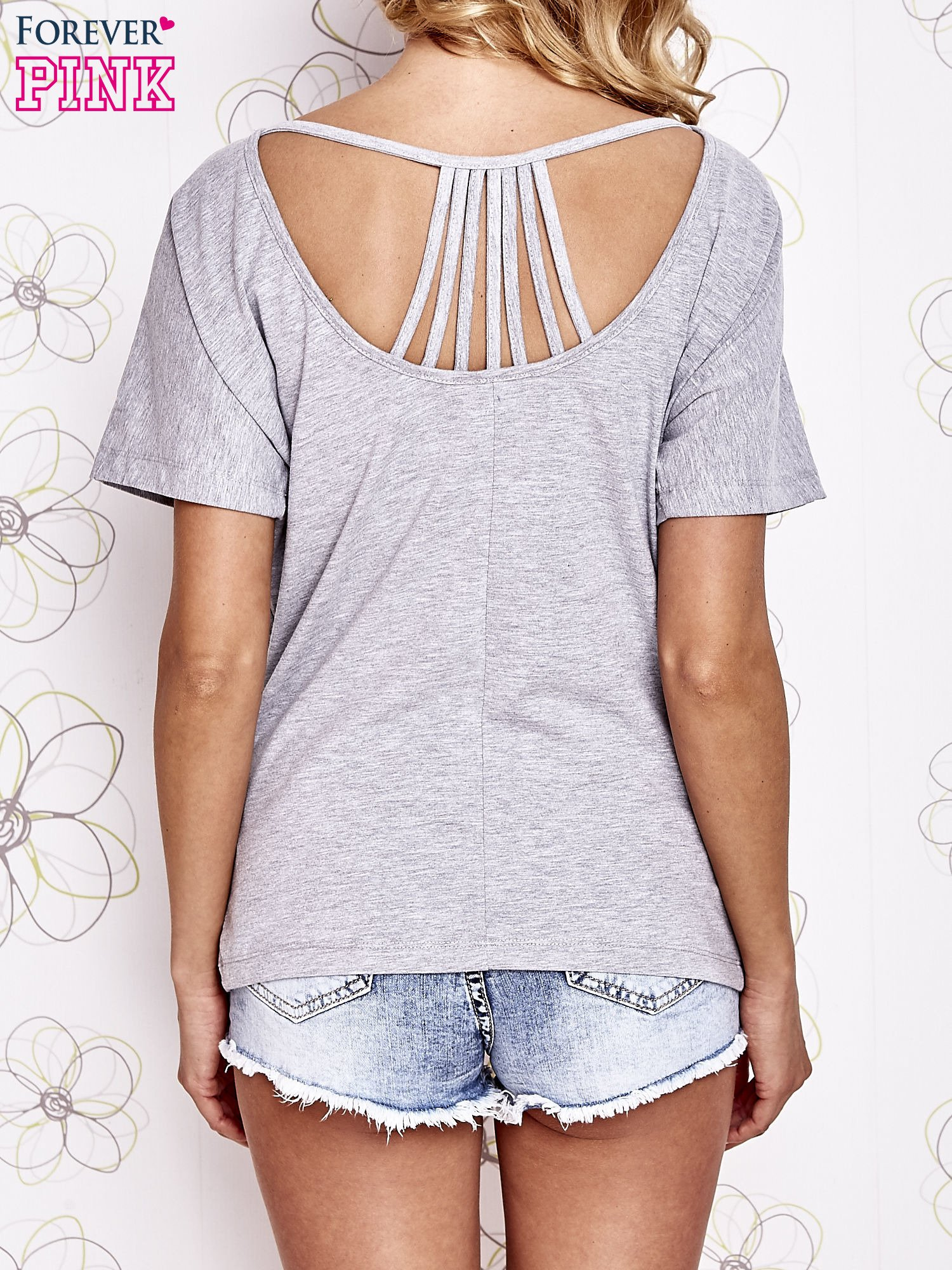 Szary t-shirt z napisem JE T'AIME i dekoltem na plecach                                  zdj.                                  4