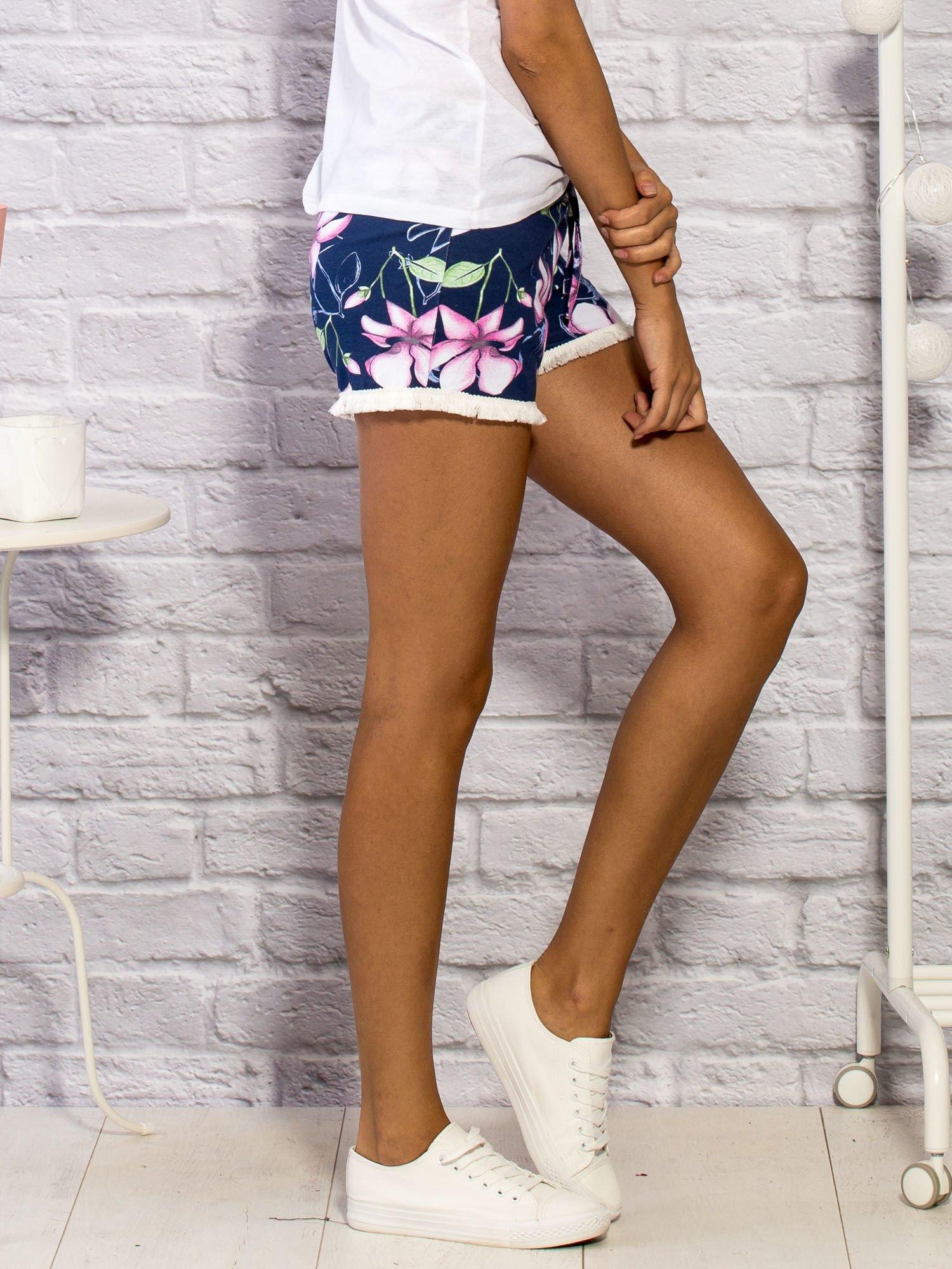 fb58fed1f7 Szorty damskie z motywem floral print granatowe - Spodnie szorty ...