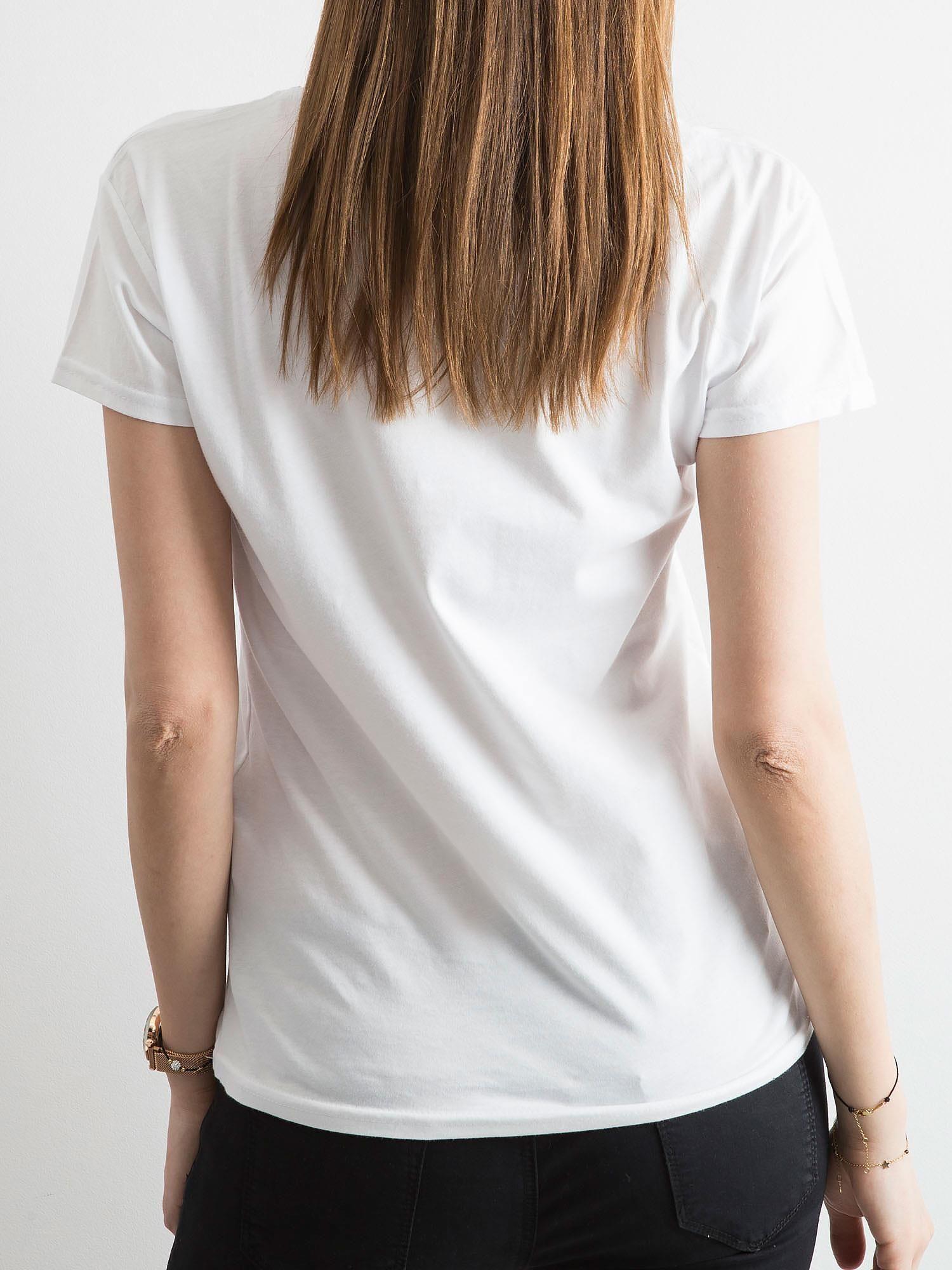 a3cd0b883b141d T-shirt damski z naszywką biały - T-shirt z aplikacją - sklep eButik.pl