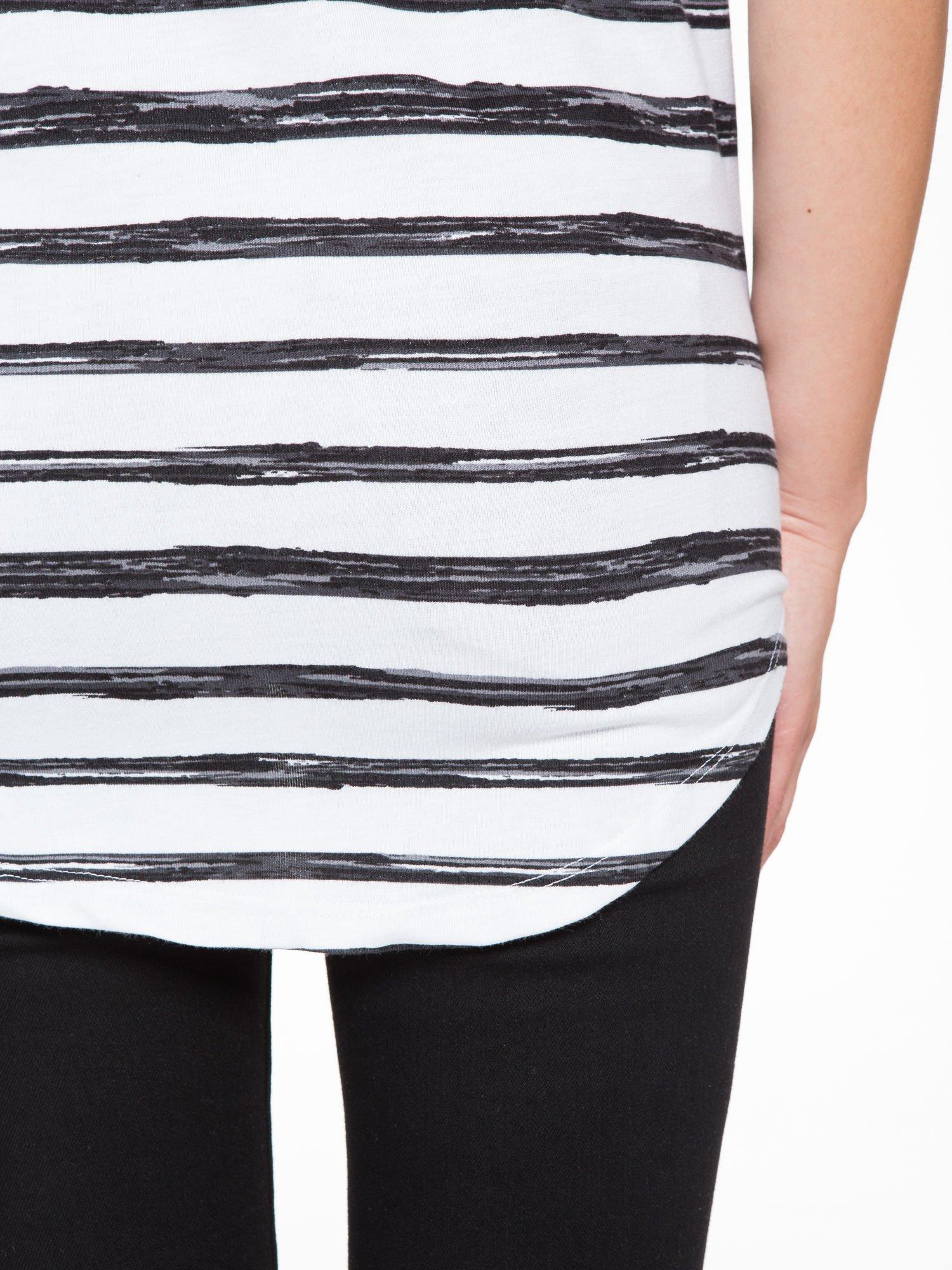 T-shirt na szerokich ramiączkach w biało-czarne paski                                  zdj.                                  6