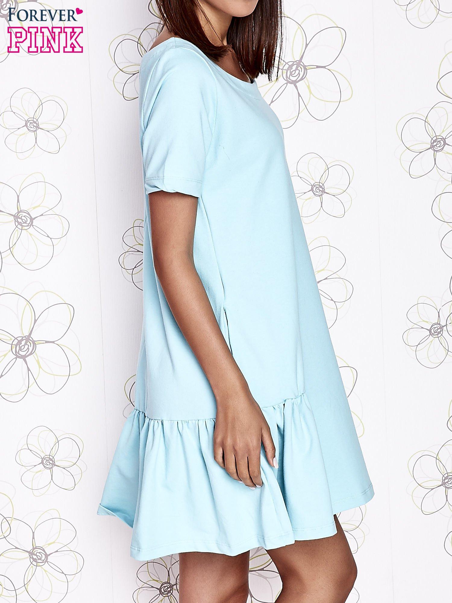 Turkusowa sukienka dresowa z falbanami z boku                                  zdj.                                  3