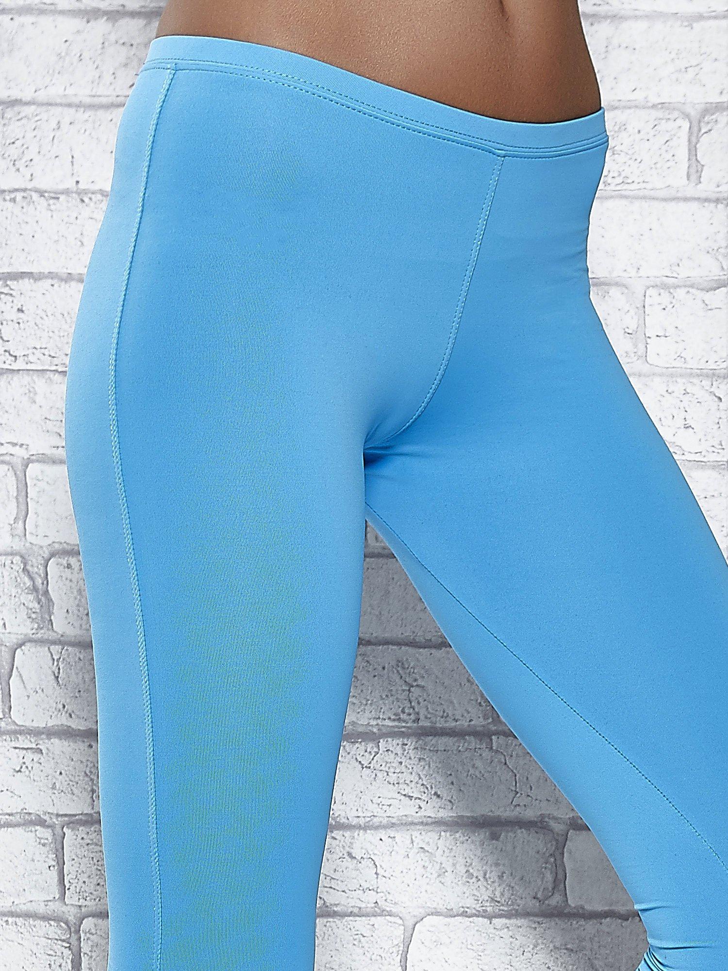 Turkusowe legginsy sportowe termalne z dżetami na nogawkach                                  zdj.                                  4
