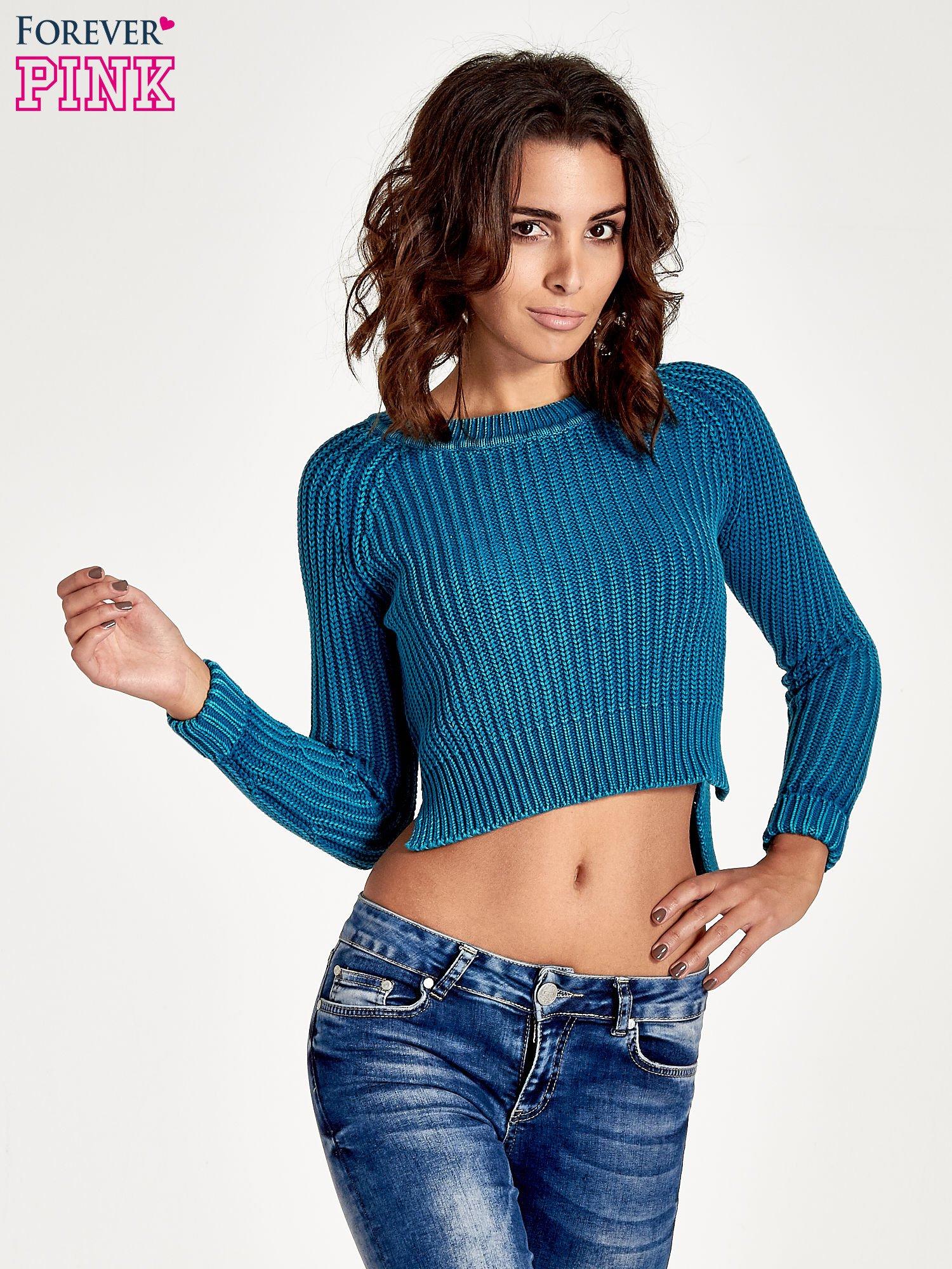 Turkusowy sweter cropped z rozporkami                                  zdj.                                  1