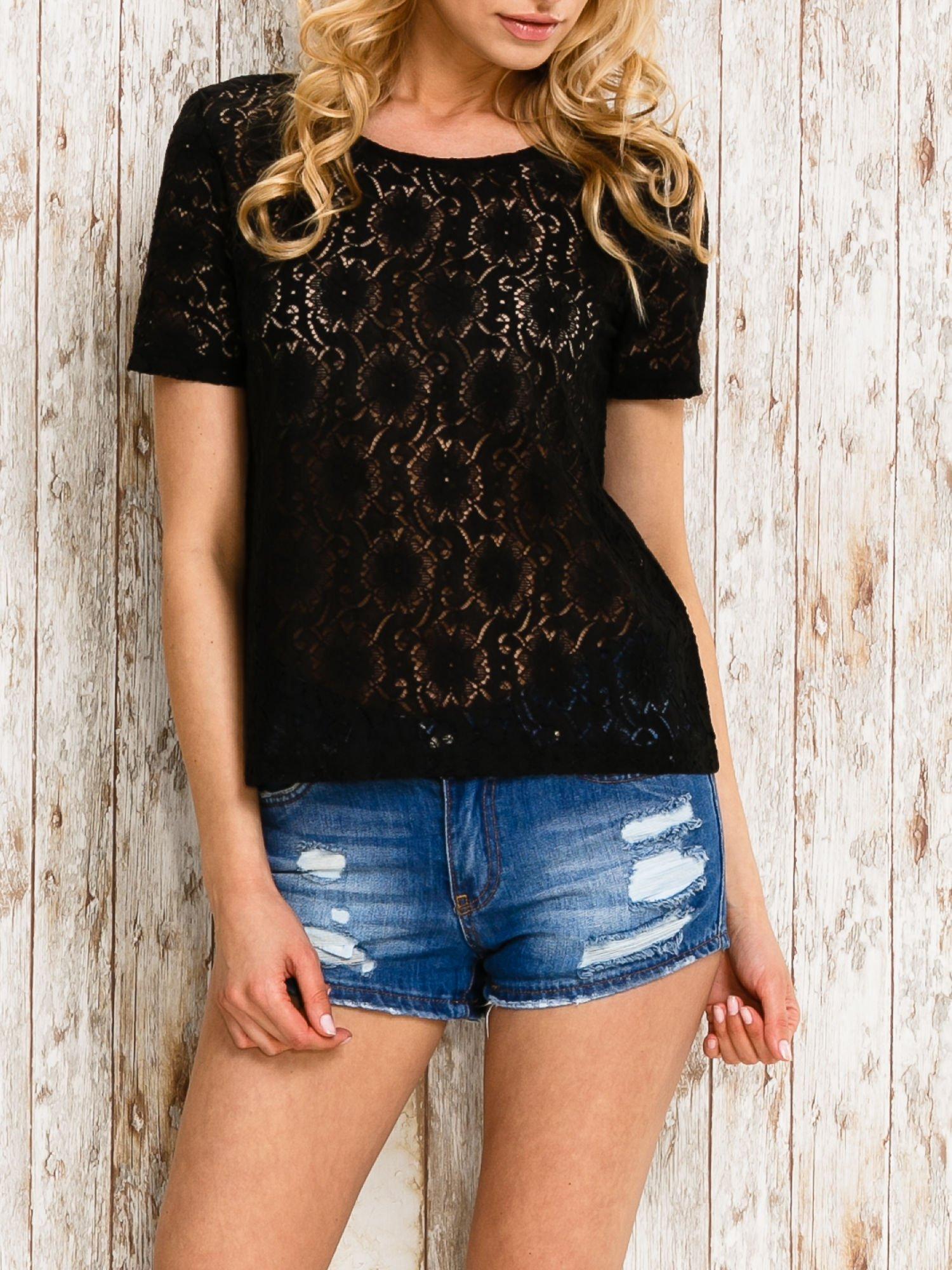 VERO MODA Czarny ażurowy t-shirt                                  zdj.                                  1