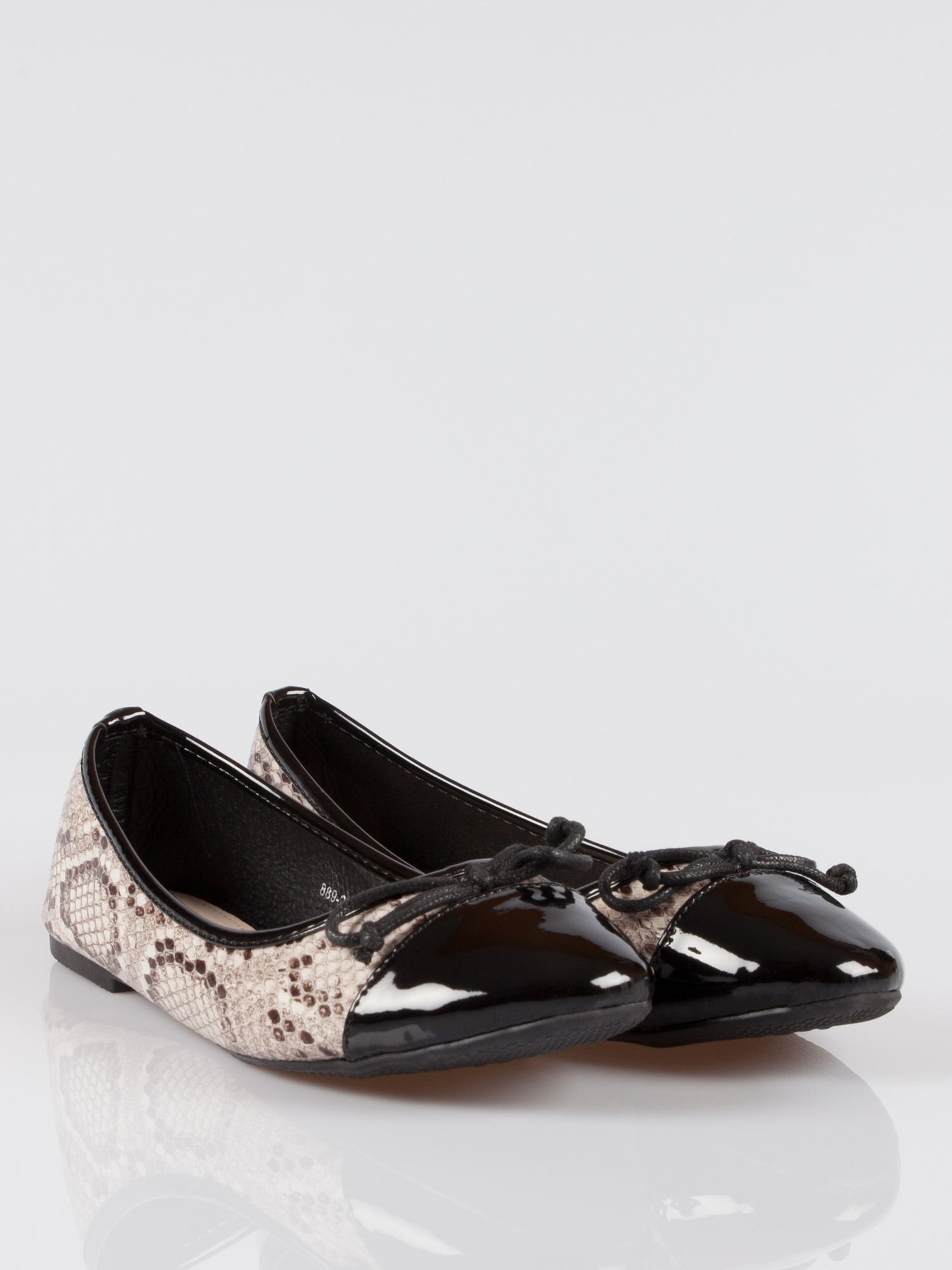 Wężowe baleriny animal pattern z czarnym lakierowanym czubkiem beżowe                                  zdj.                                  1