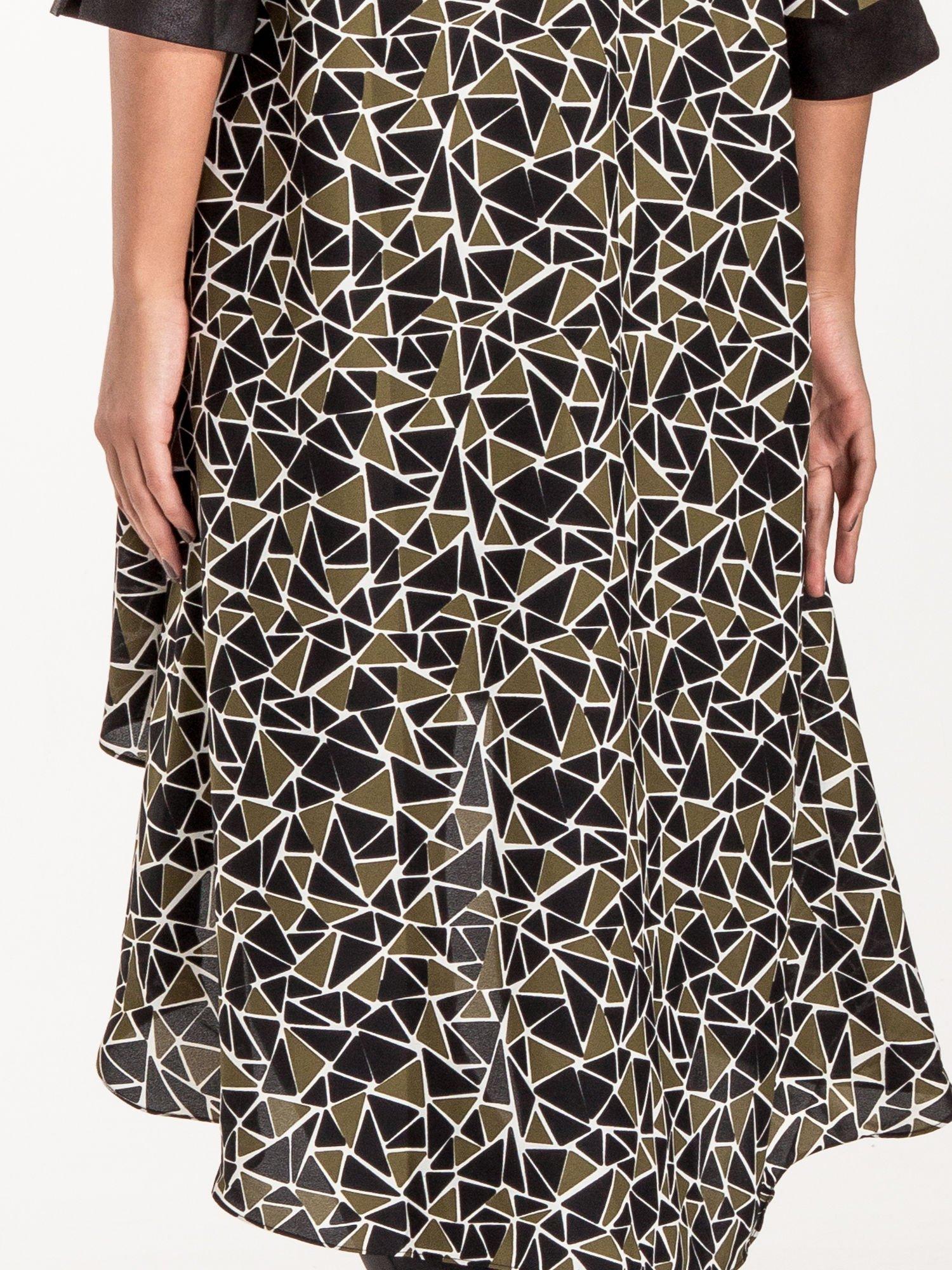Wzorzysta sukienka mgiełka ze skórzanymi wstawkami                                  zdj.                                  9