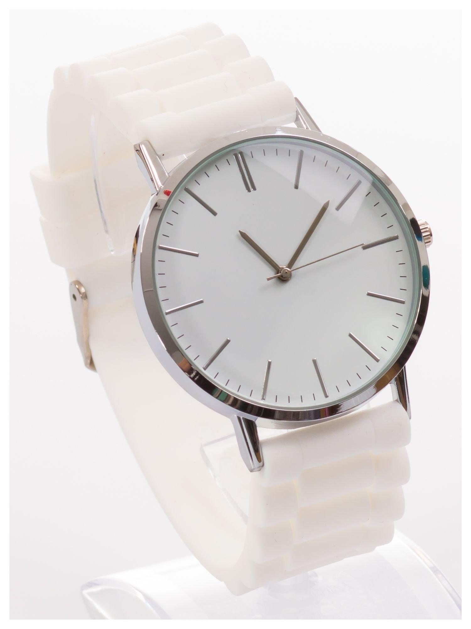 Zegarek unisex. Duża, wyraźna tarcza i doskonała prezencja. Wygodny silikonowy pasek.                                  zdj.                                  3