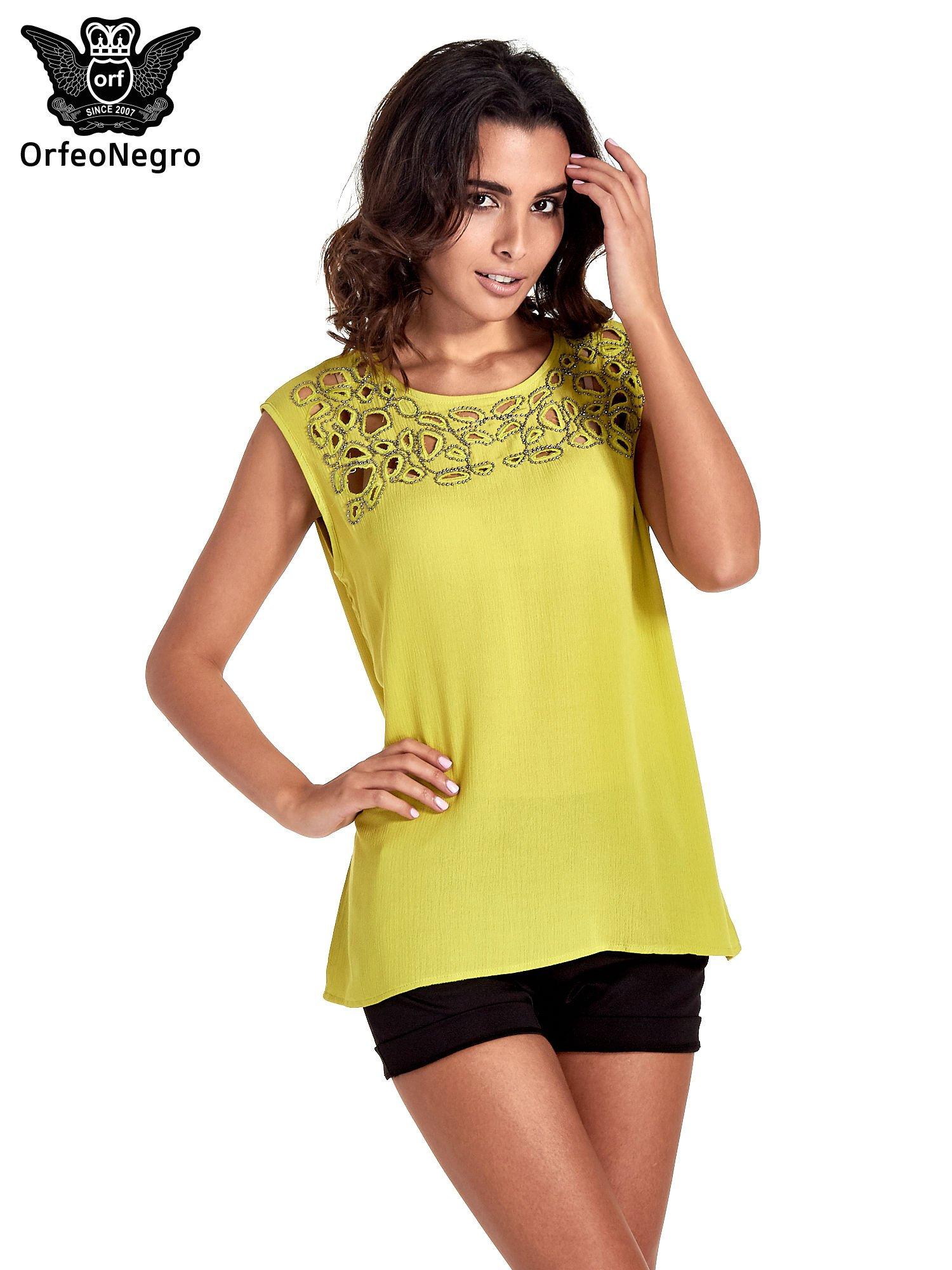 Zielona bluzka koszulowa z ozdobnym dekoltem z wycięciami                                  zdj.                                  1