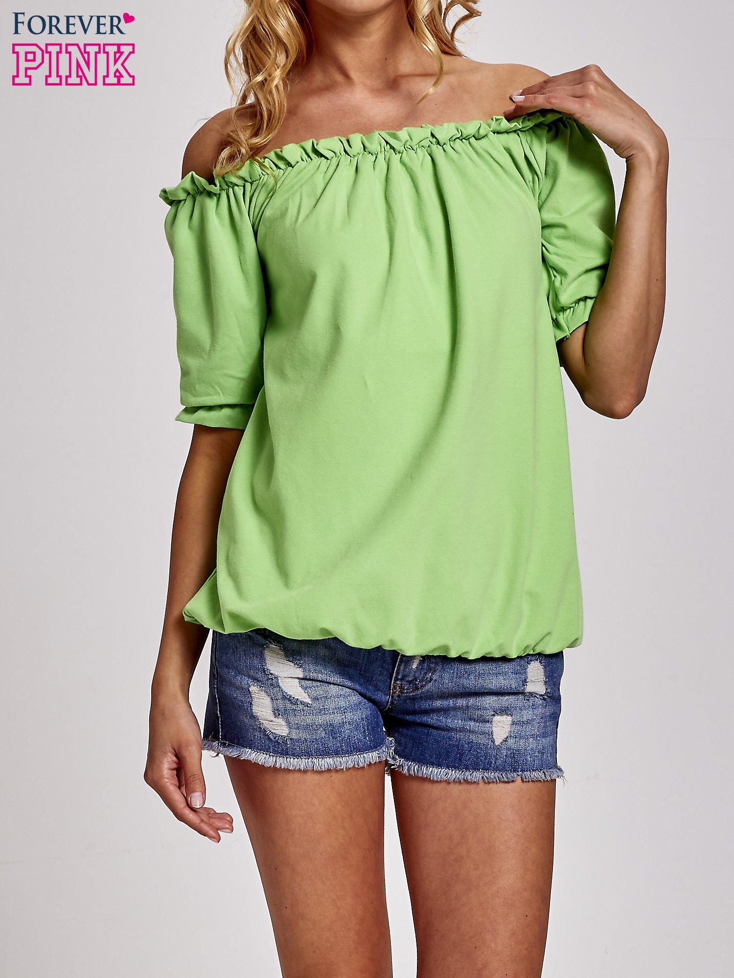 Zielona bluzka z odkrytymi ramionami                                  zdj.                                  1