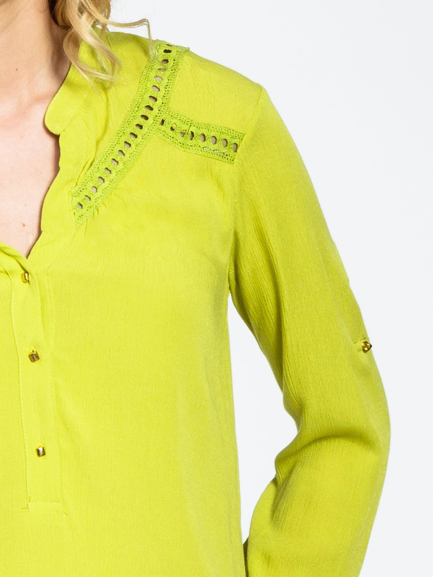Zielona koszula z ażurowaniem na górze                                  zdj.                                  6