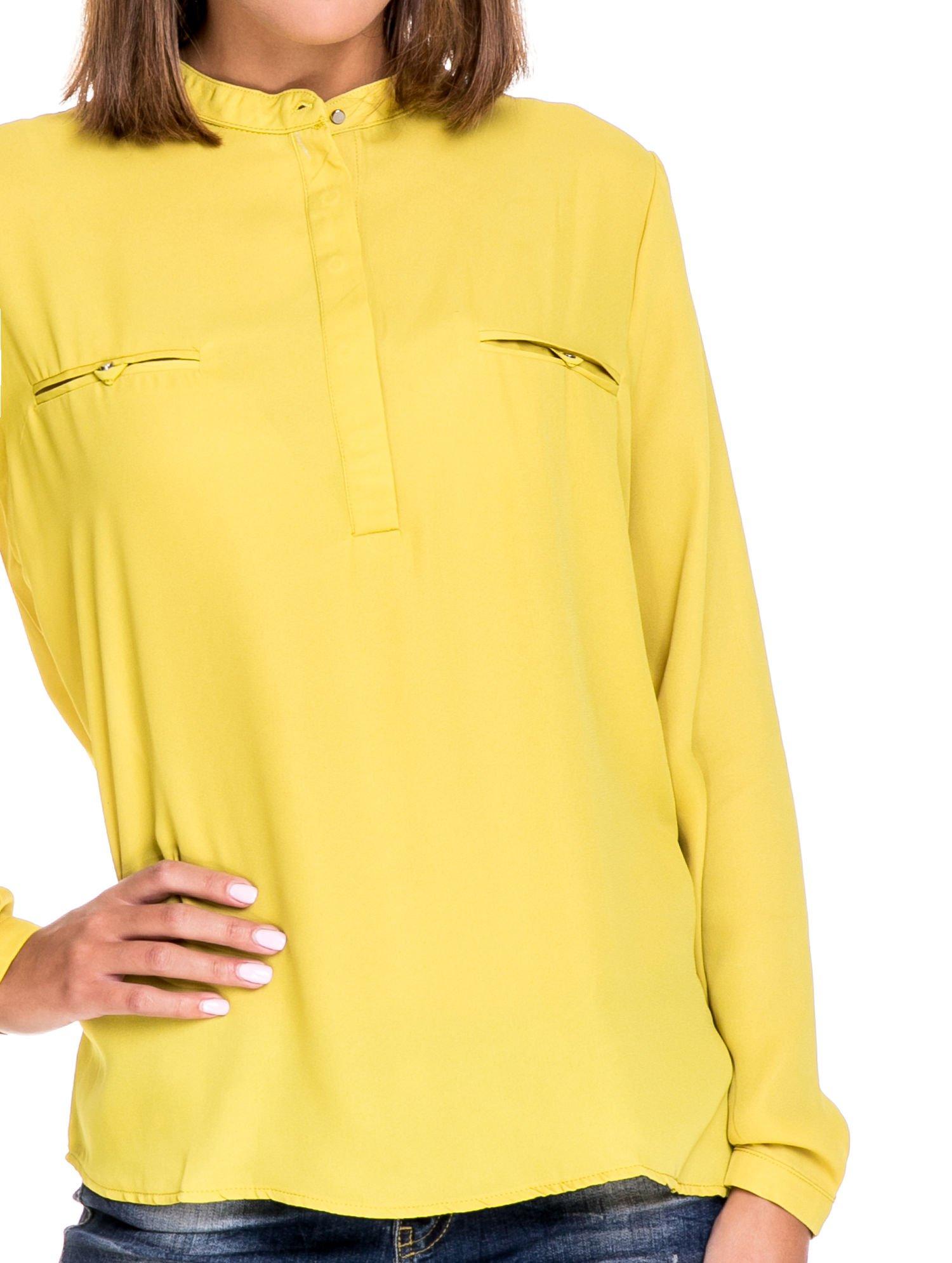 Zielona koszula ze stójką i kieszonkami na guziczki                                  zdj.                                  5