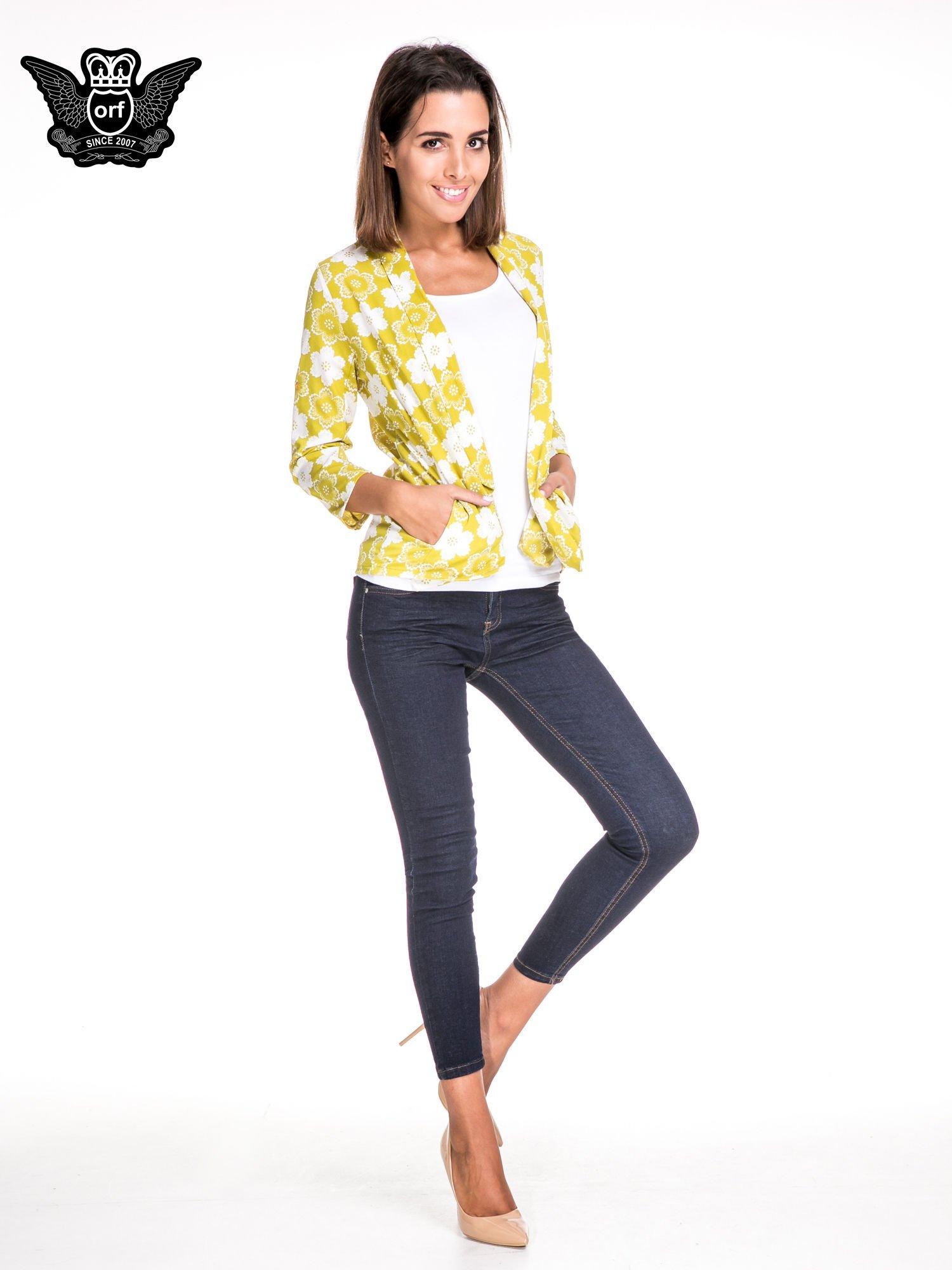 Zielona koszulonarzutka we wzór w kwiaty                                  zdj.                                  2