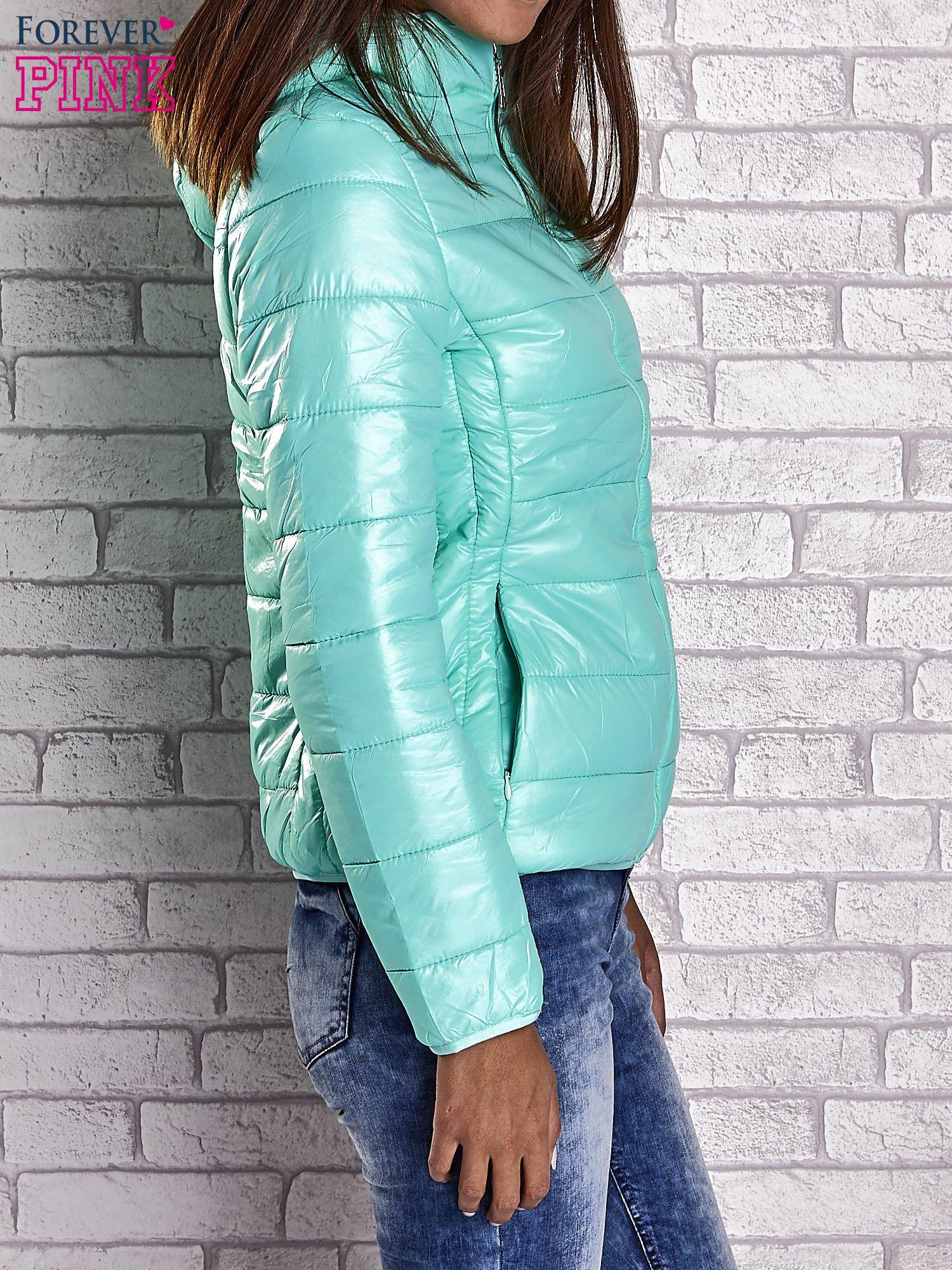 Zielona przejściowa kurtka z kapturem i kieszeniami                                  zdj.                                  4