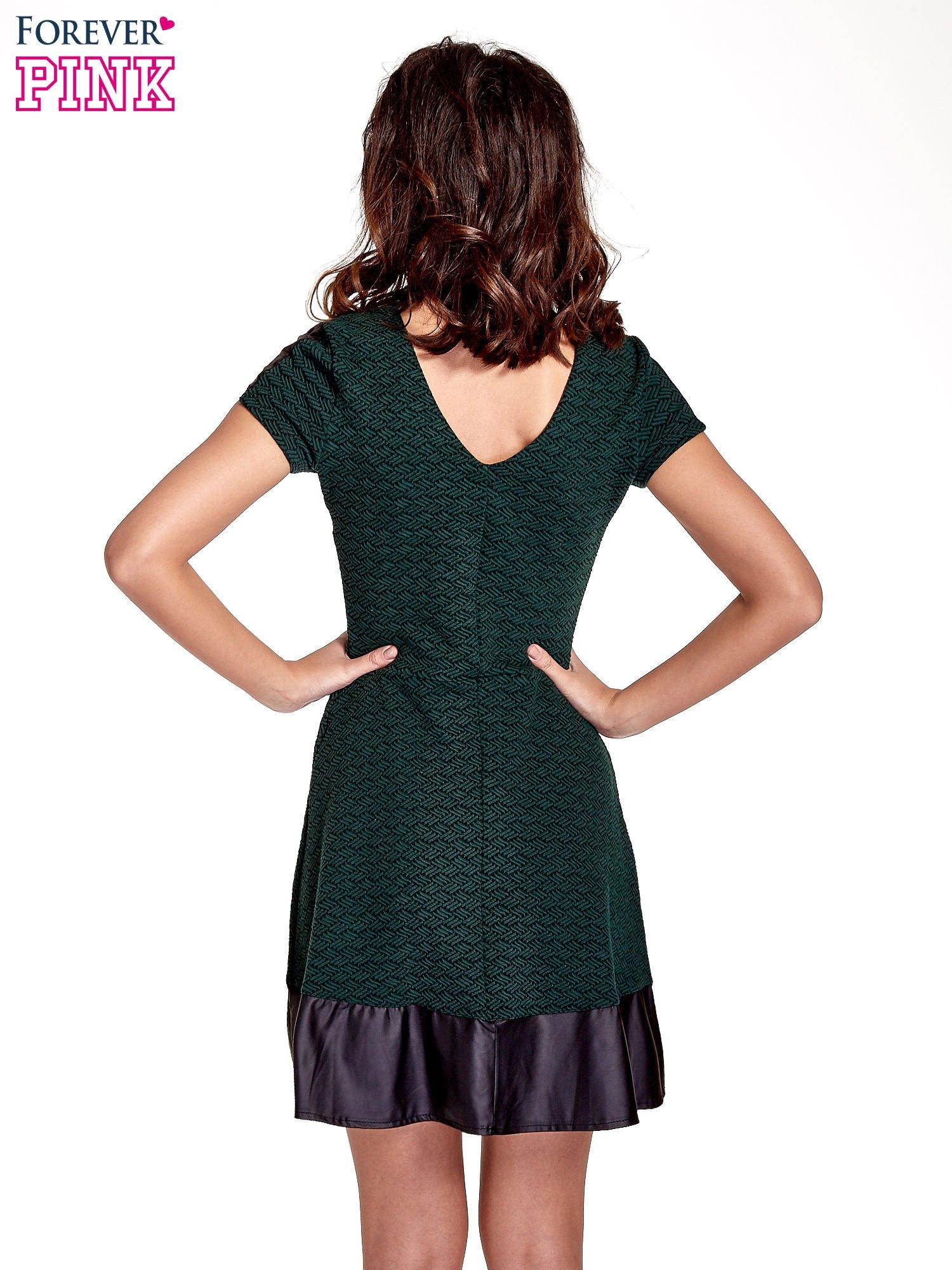 Zielona sukienka z czarną falbaną                                  zdj.                                  2