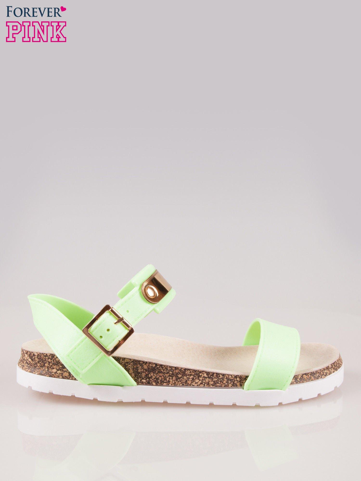 Zielone sandały z blaszką na korkowej podeszwie                                  zdj.                                  1
