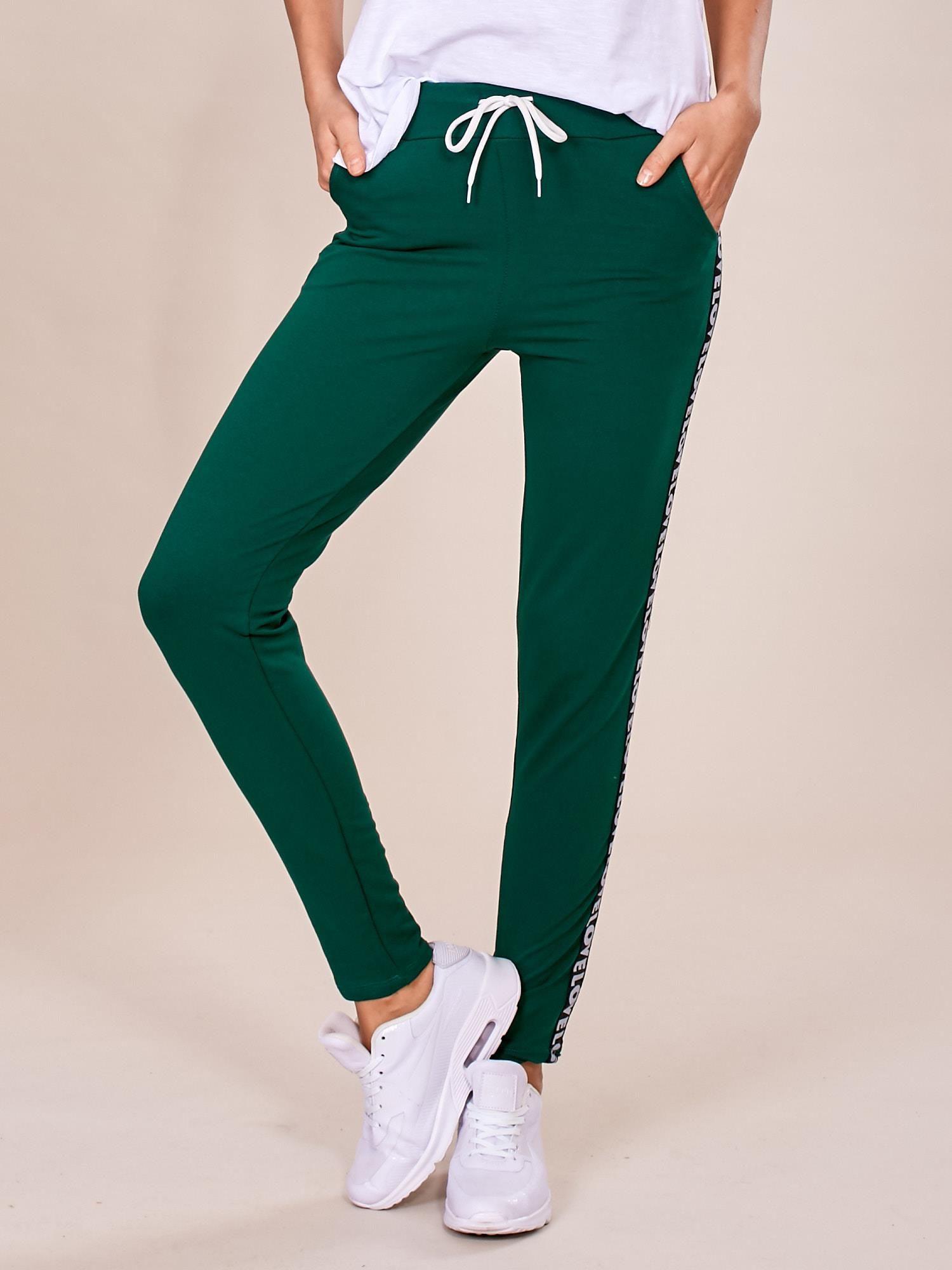 3e93bcf1f34e85 Zielone spodnie dresowe z lampasami - Spodnie Dresowe - sklep eButik.pl