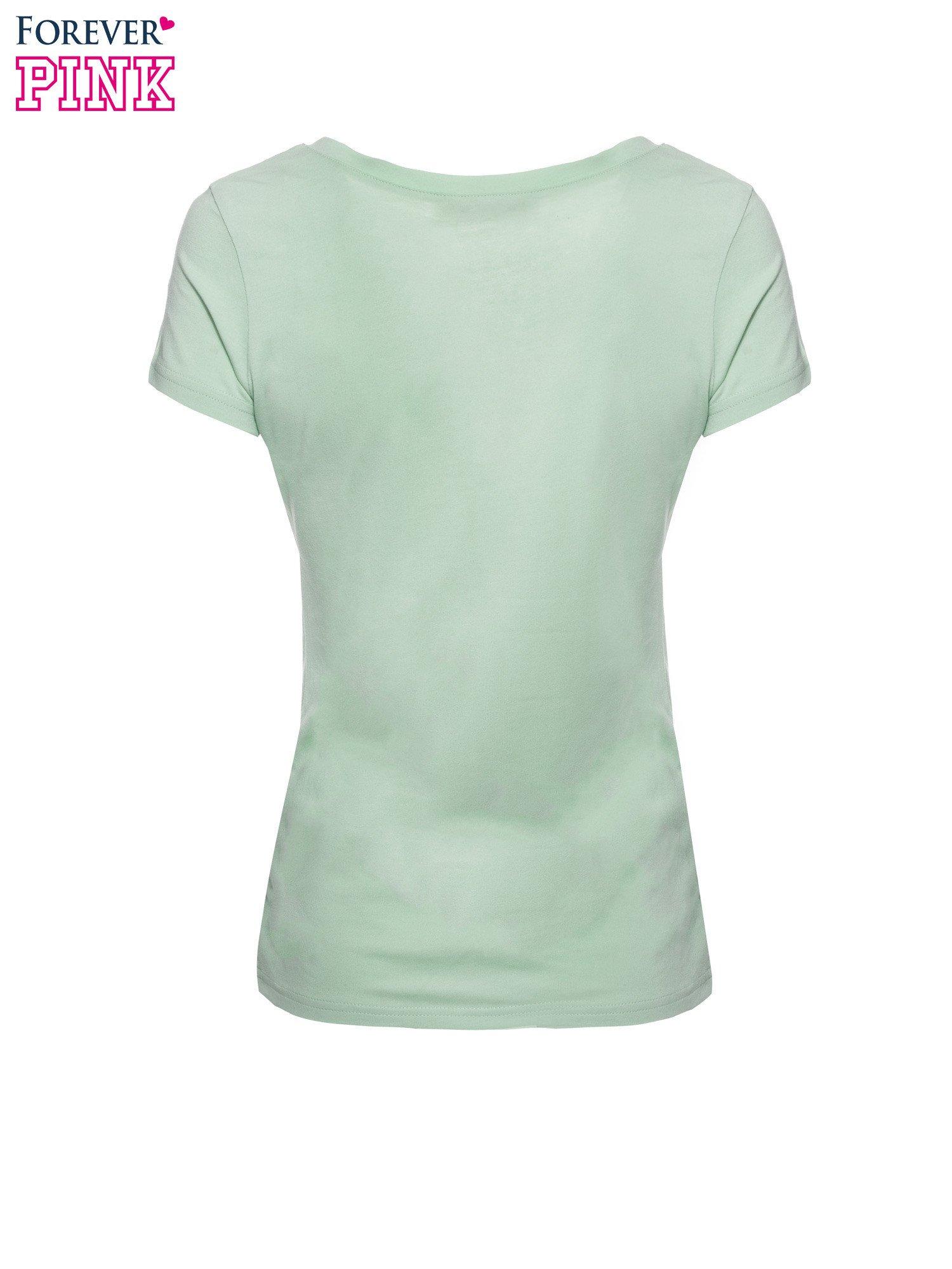 Zielony basicowy t-shirt z dekoltem w serek                                  zdj.                                  5