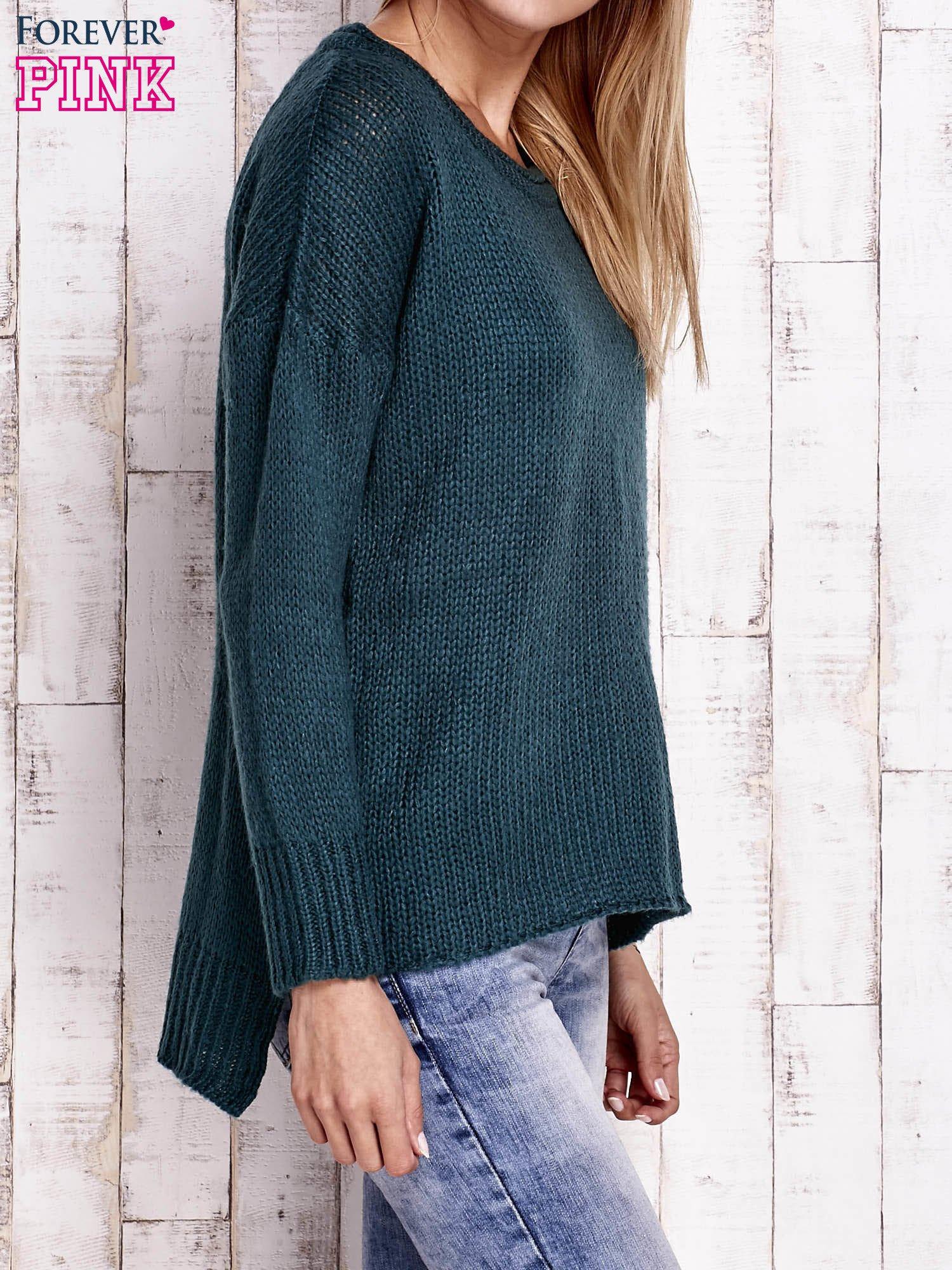 Zielony dzianinowy sweter z dłuższym tyłem                                  zdj.                                  3