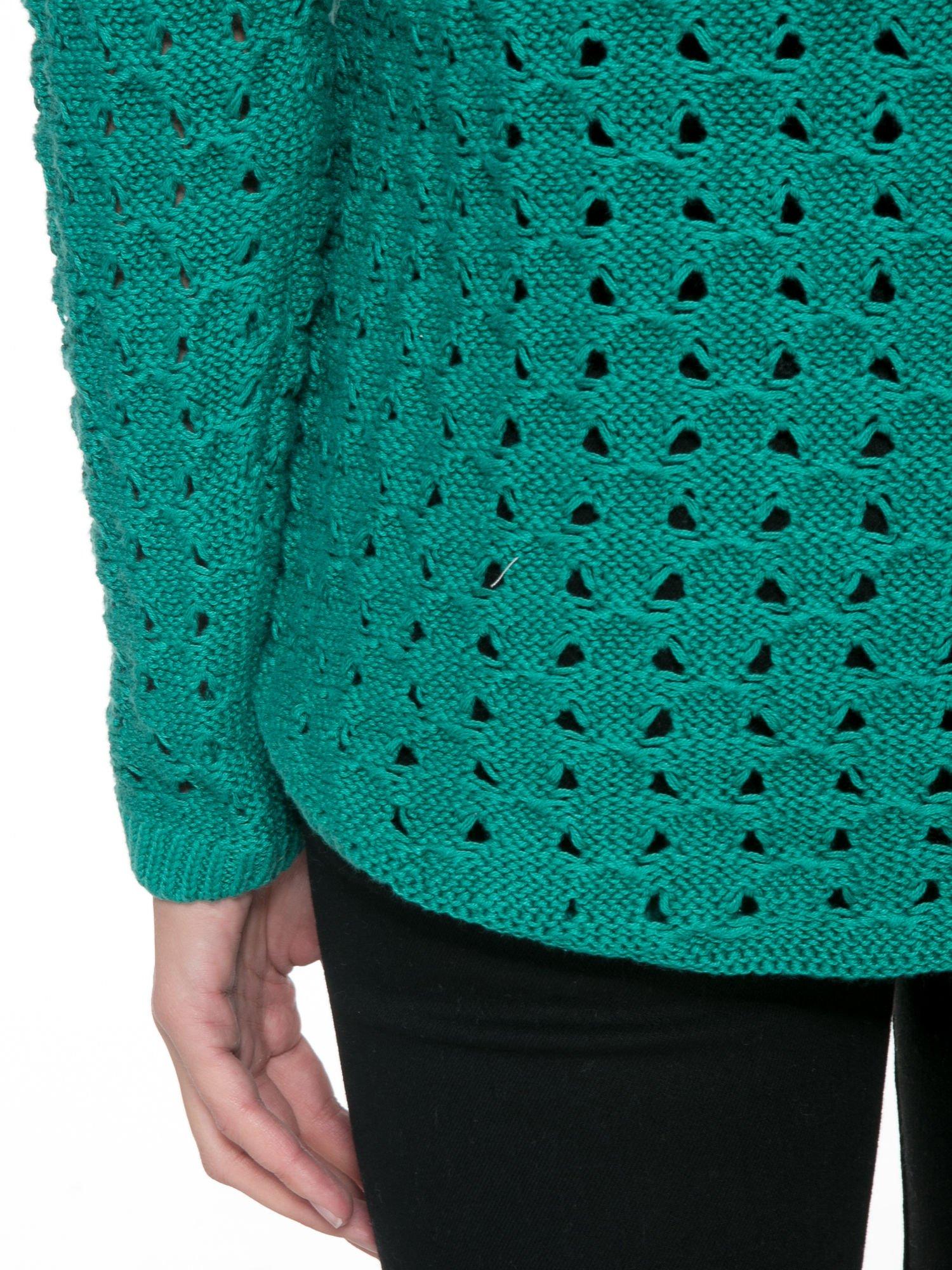 Zielony dziergany sweter z ozdobnymi oczkami                                  zdj.                                  8