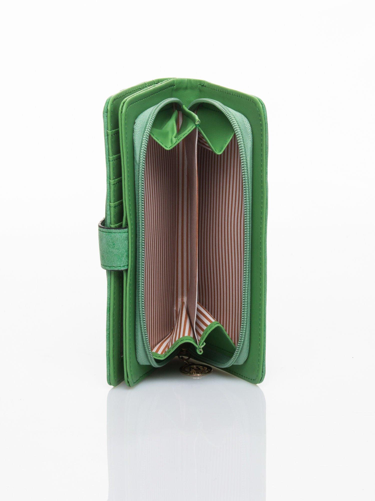 Zielony portfel z plecionką                                  zdj.                                  5