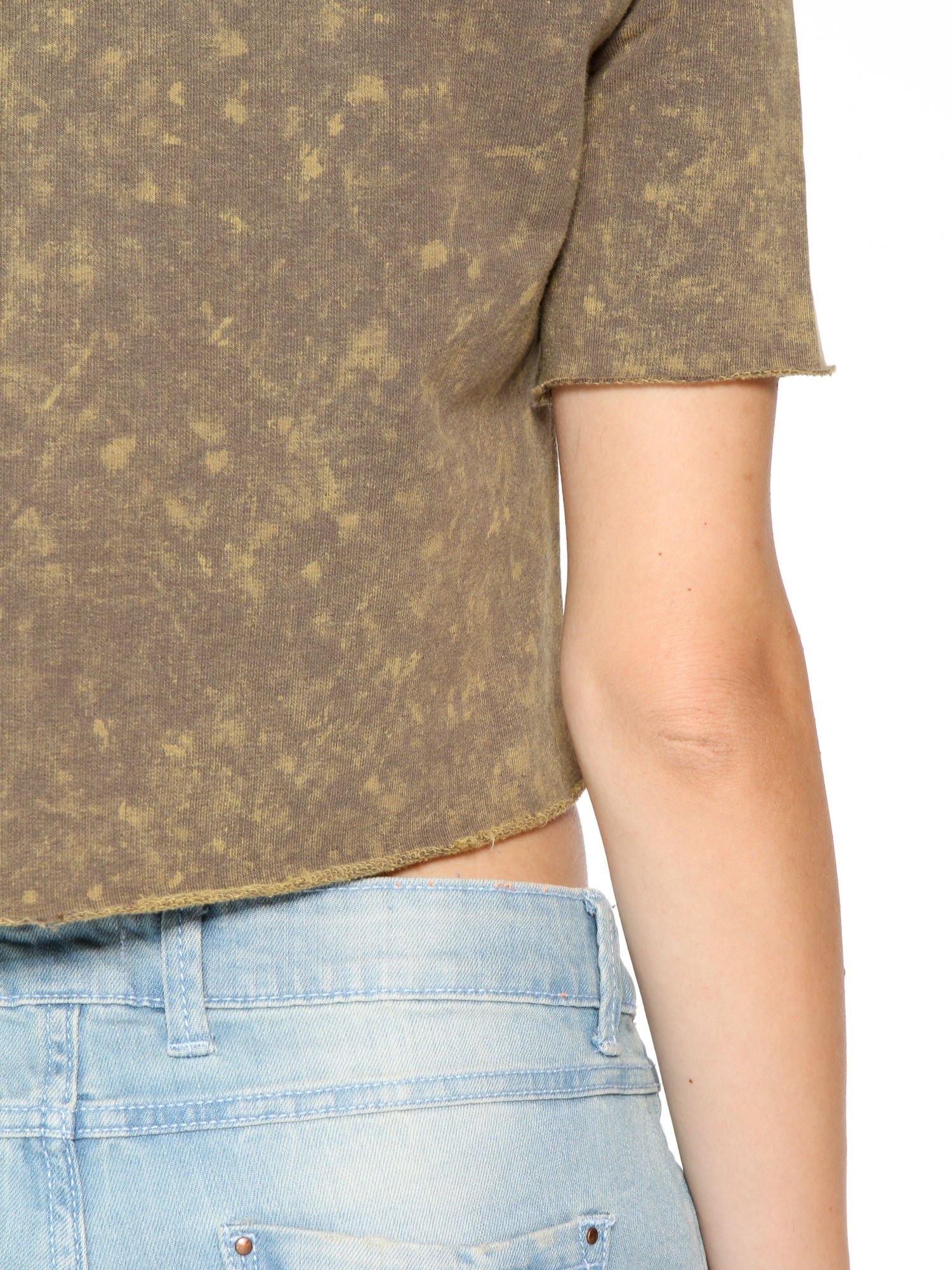 Zielony t-shirt cropped z cekinowym sercem                                  zdj.                                  9