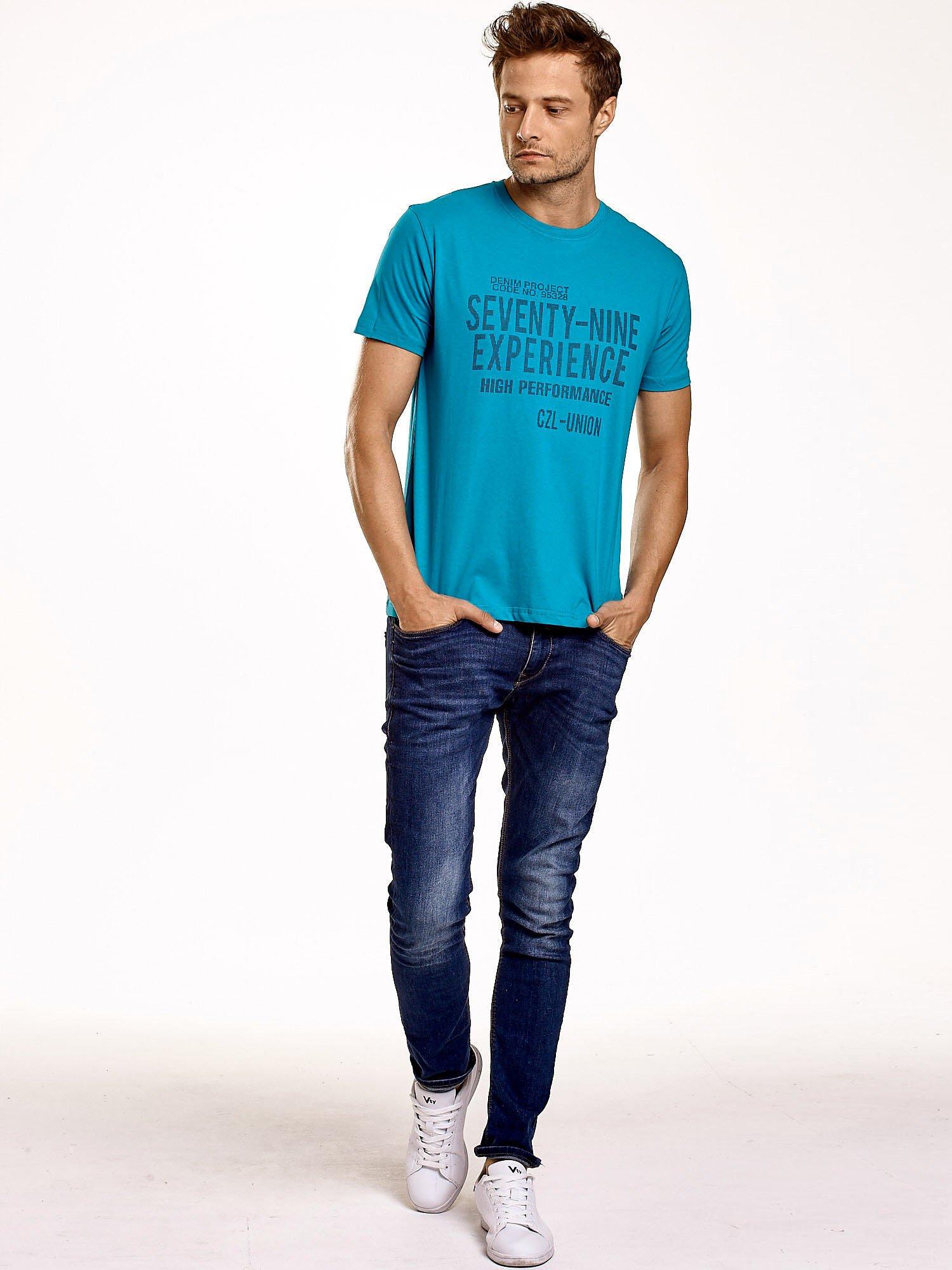 Zielony t-shirt męski z nadrukiem napisów                                  zdj.                                  5