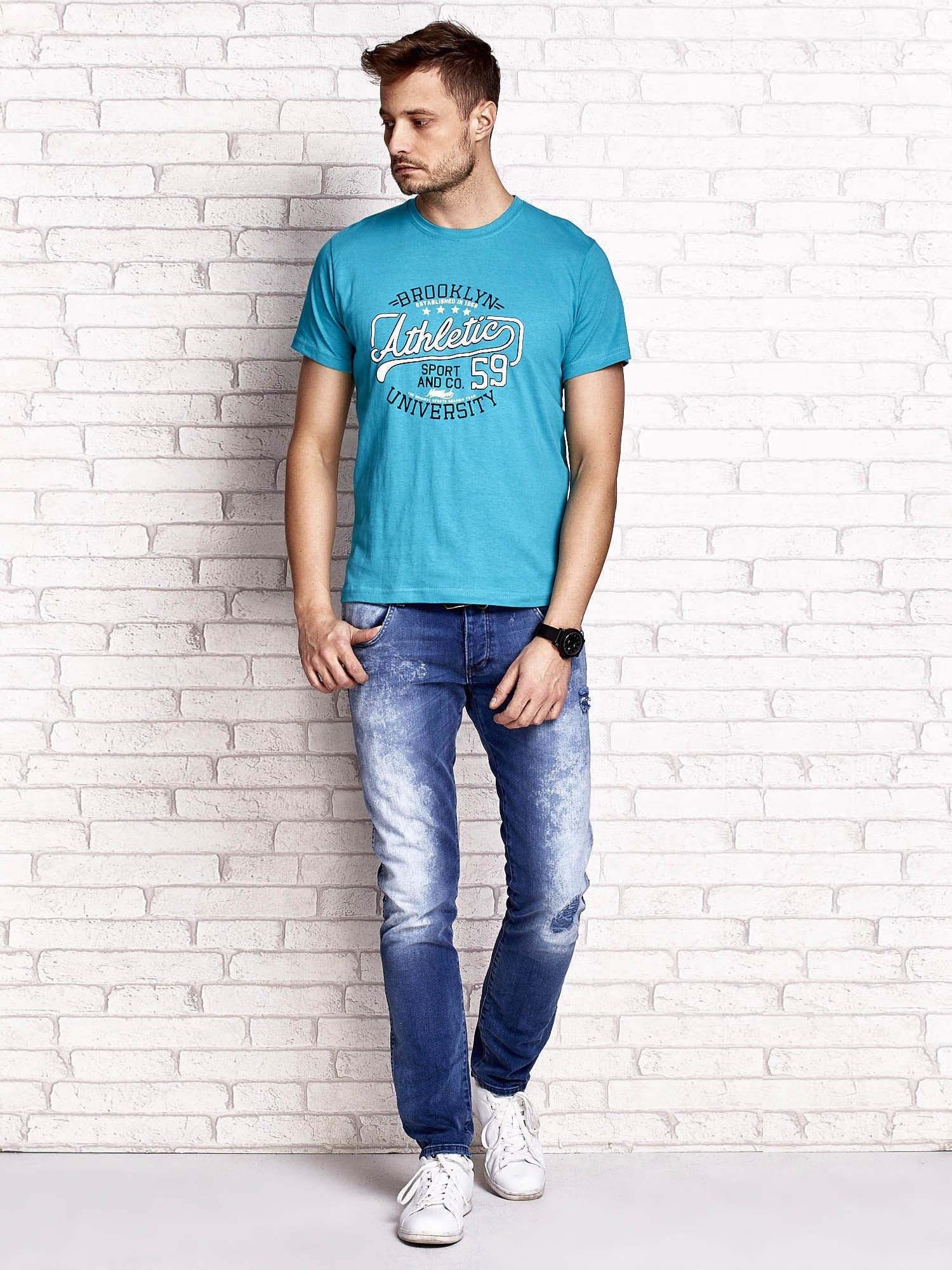 Zielony t-shirt męski z napisem BROOKLYN ATHLETIC UNIVERSITY                                  zdj.                                  4