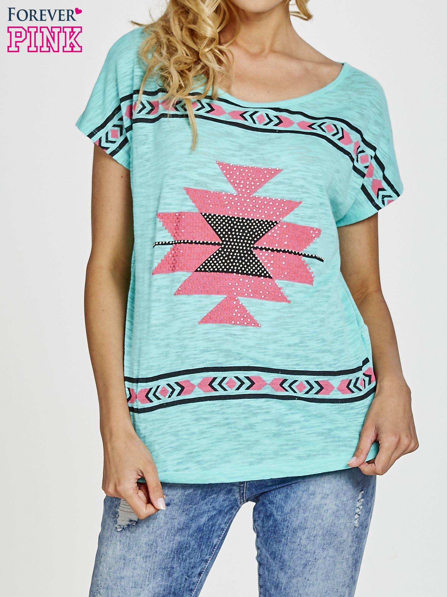 Zielony t-shirt we wzory azteckie z dżetami                                  zdj.                                  1