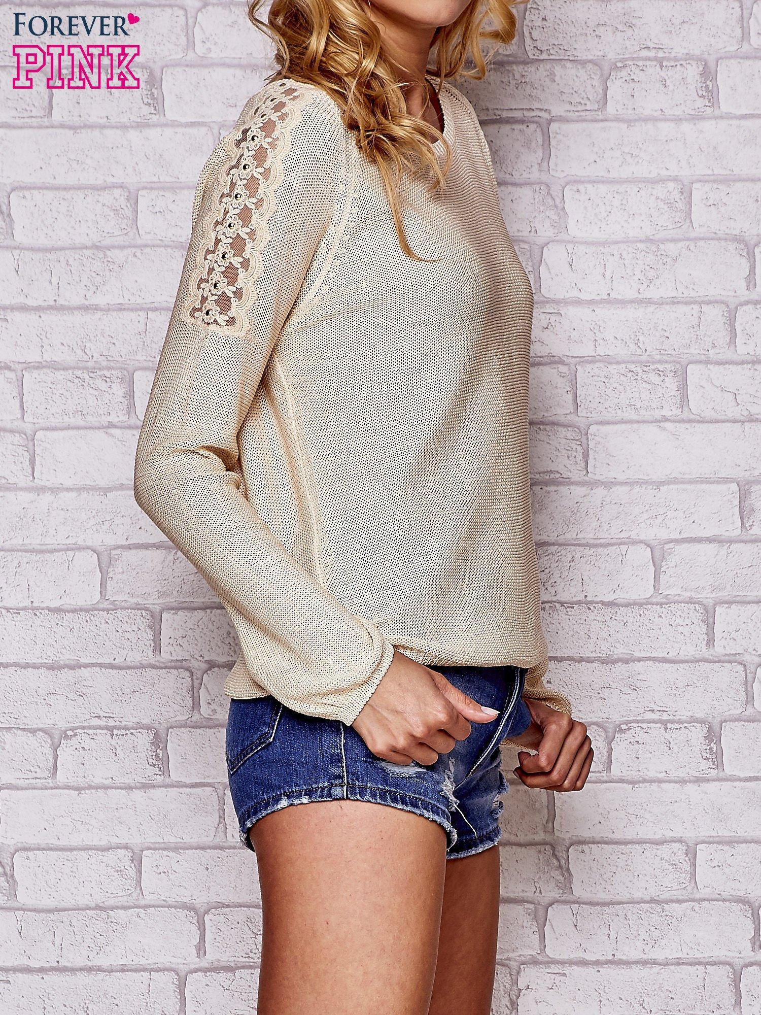 Złoty błyszczący sweter z koronkowymi wstawkami                                  zdj.                                  3