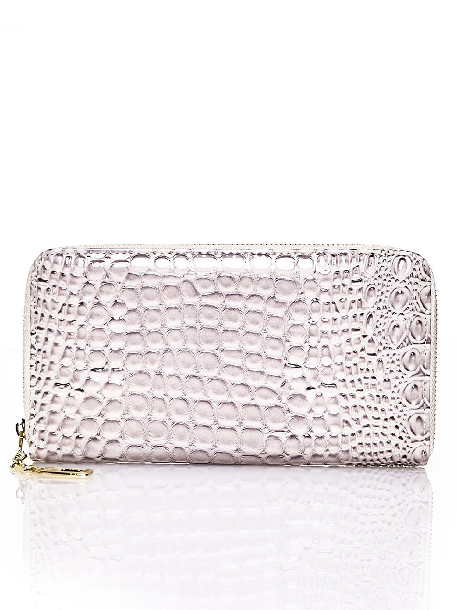 Złoty portfel kopertówka z motywem skóry krokodyla                                  zdj.                                  1
