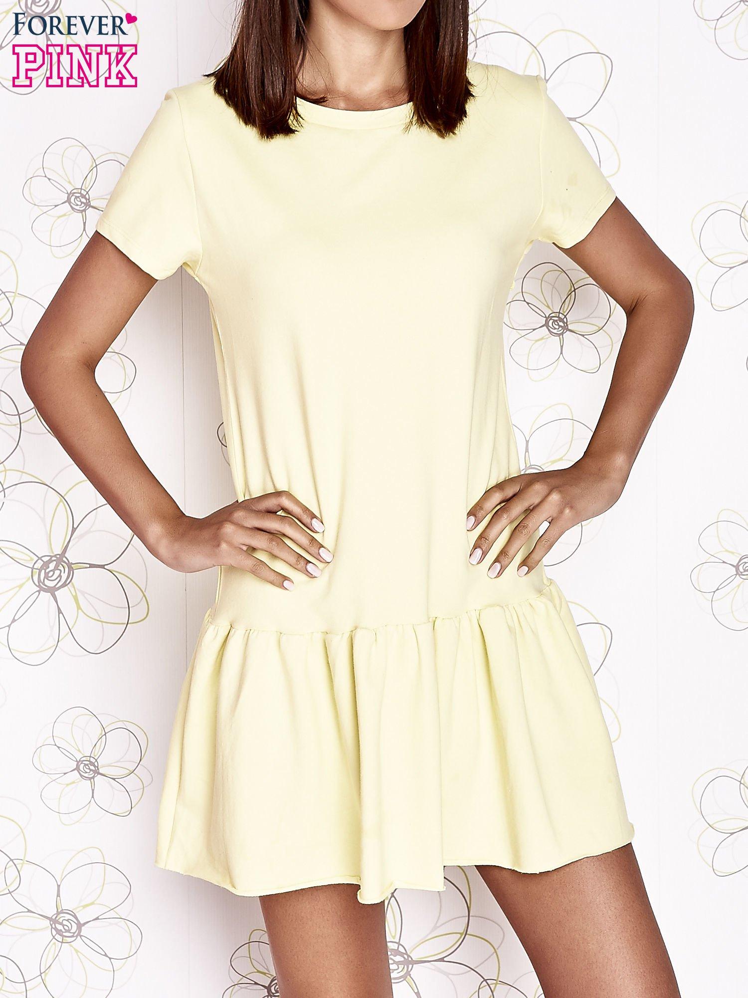 Żółta dresowa sukienka z wycięciem na plecach                                   zdj.                                  1