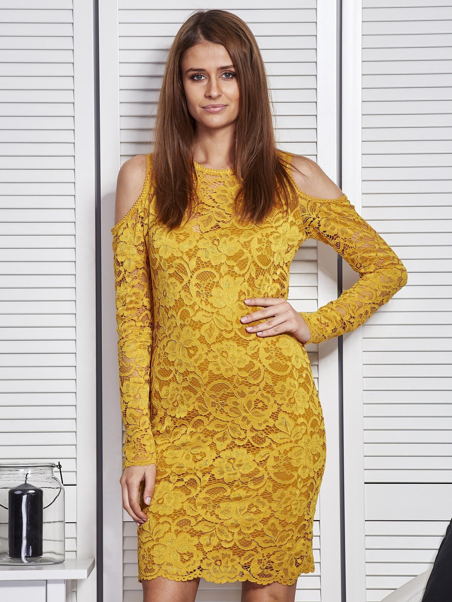 621e923d8 Żółta koronkowa sukienka z odkrytymi ramionami - Sukienka koktajlowa ...