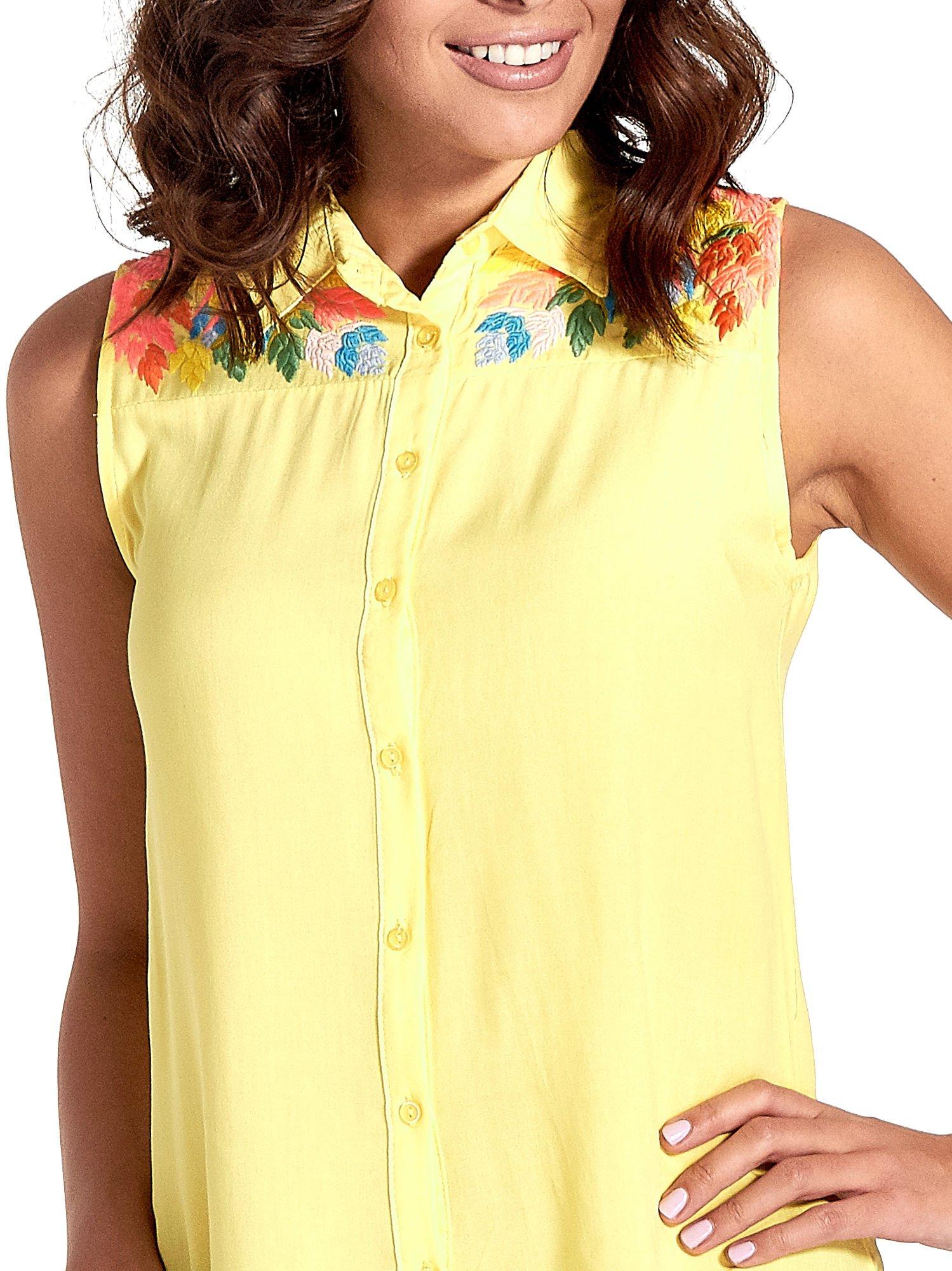 Żółta koszula bez rękawów z roślinnym haftem na górze                                  zdj.                                  5