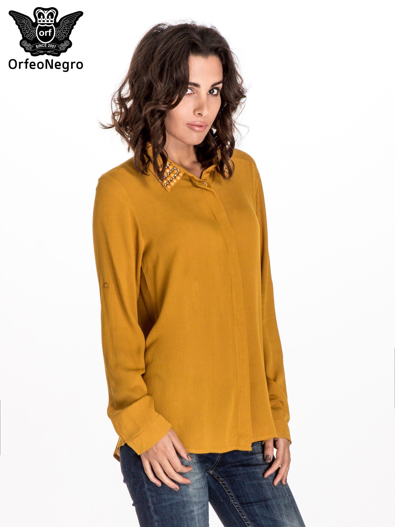 Żółta koszula z kołnierzykiem zdobionym kamieniami                                  zdj.                                  1