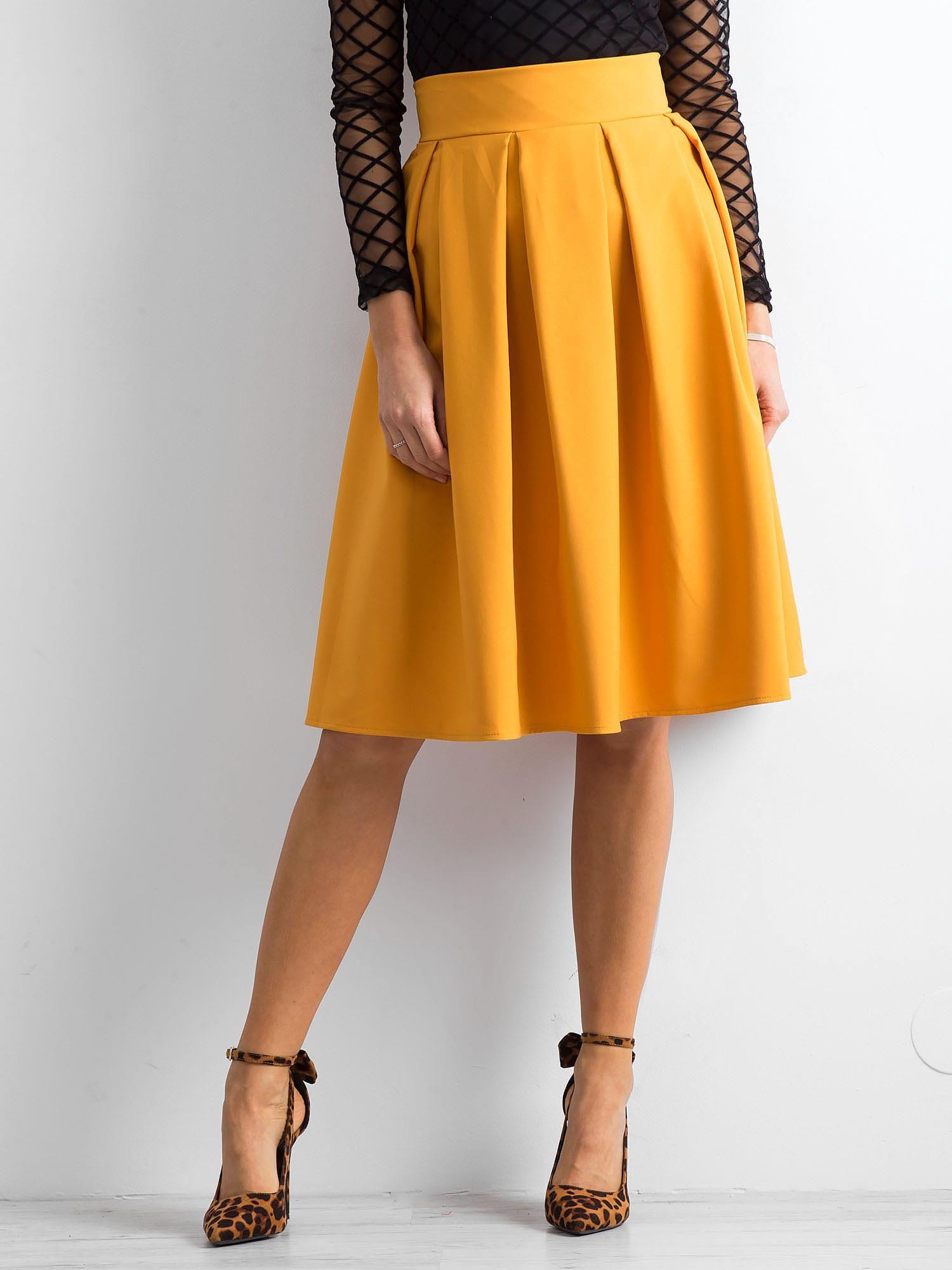 4be475aa7991e5 Żółta spódnica midi z kontrafałdami - Spódnica rozkloszowana - sklep  eButik.pl